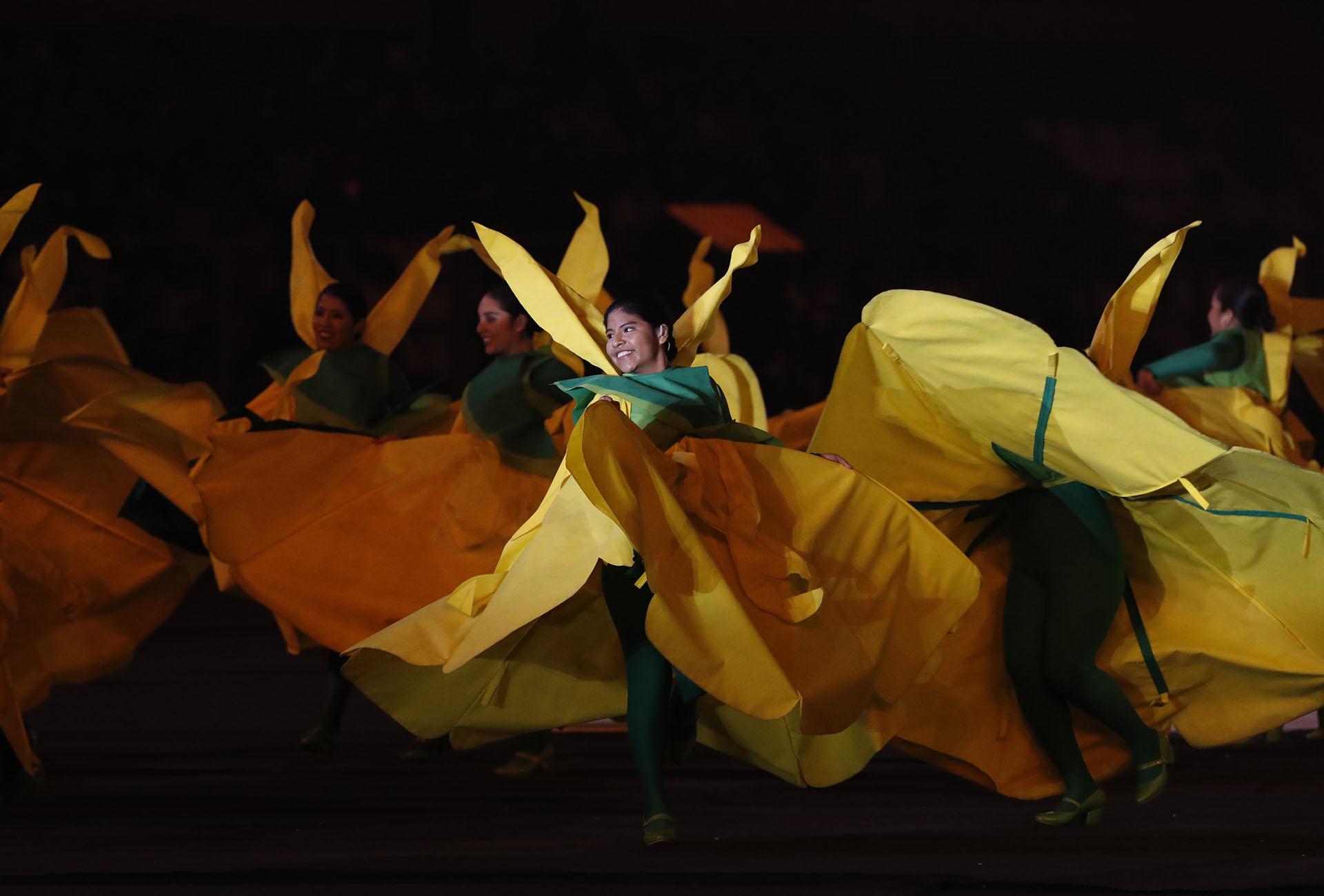 Las bailarinas vestidas como cantutas, la flor nacional del Perú y una inspiración para la creación del logo de los Juegos Panamericanos y Parapanamericanos (REUTERS/Henry Romero)