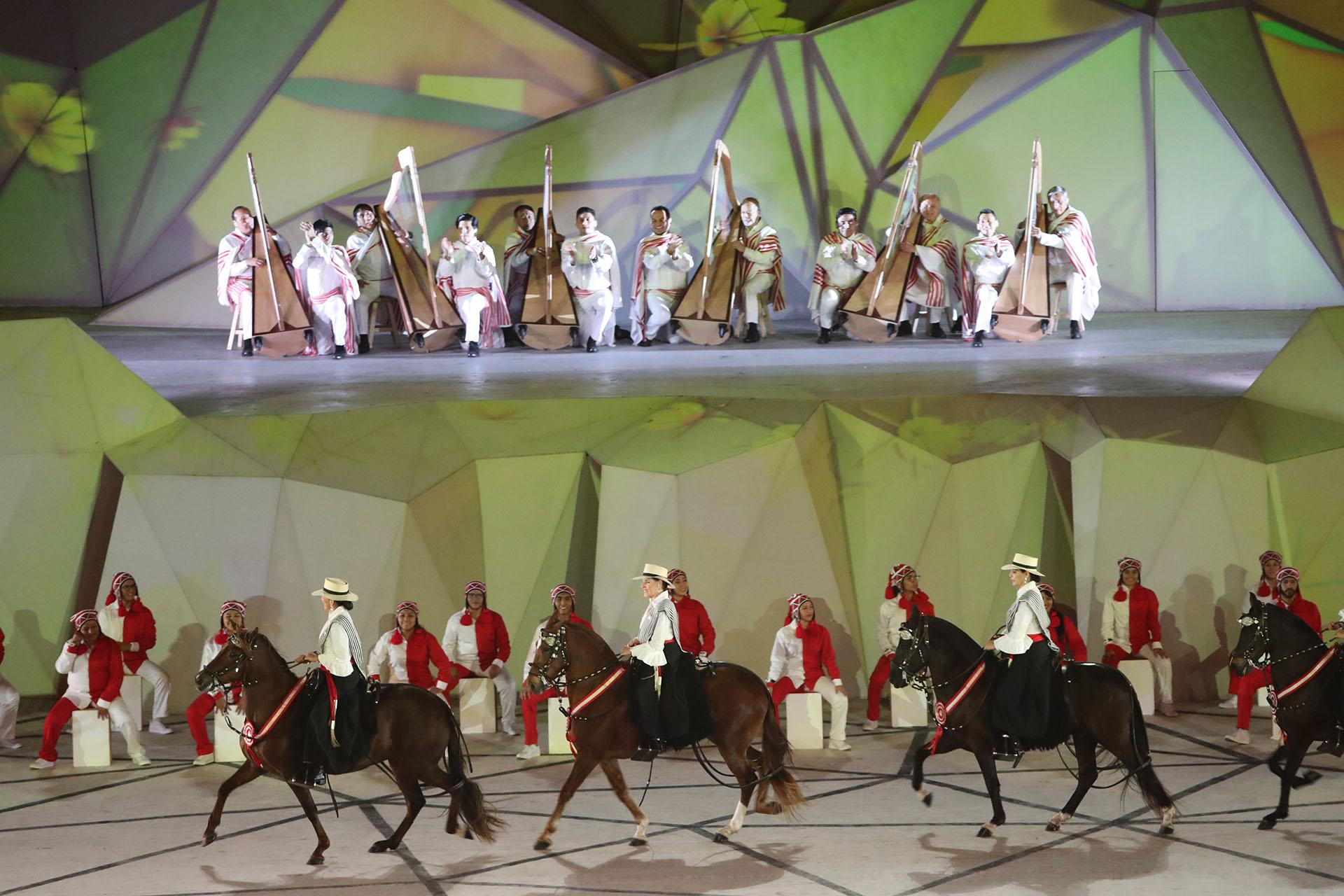 En un fragmento de la ceremonia de apertura varios hombres danzaron con caballos(REUTERS/Sergio Moraes)