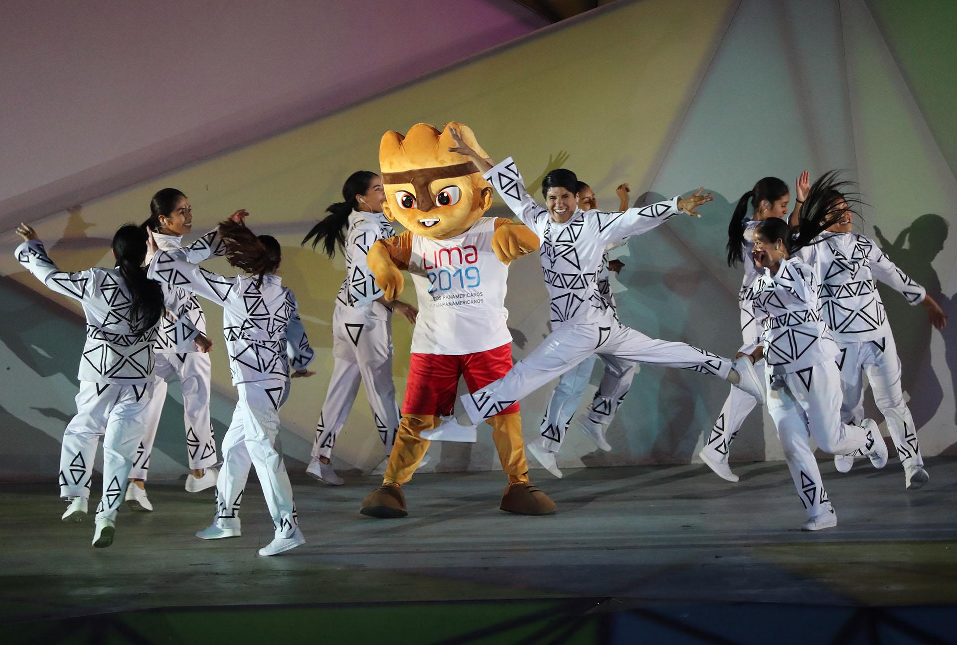 Milco, la mascota de Lima 2019, también fue protagonista de la ceremonia inaugural (REUTERS/Sergio Moraes)