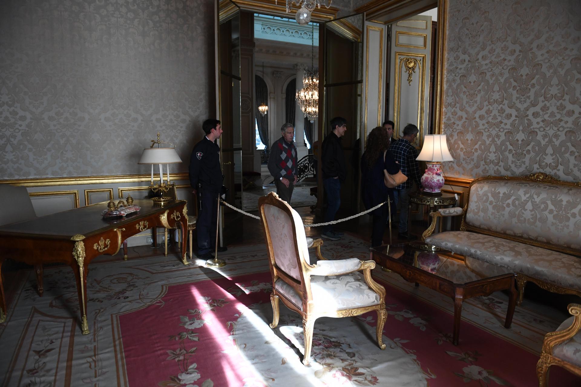 En la misma planta, los visitantes pudieron observar otro de los salones, donde funcionó el escritorio de Ernesto Bosch. No sólo mantiene la estética original sino que además se conserva su mobiliario con más de 100 años de historia