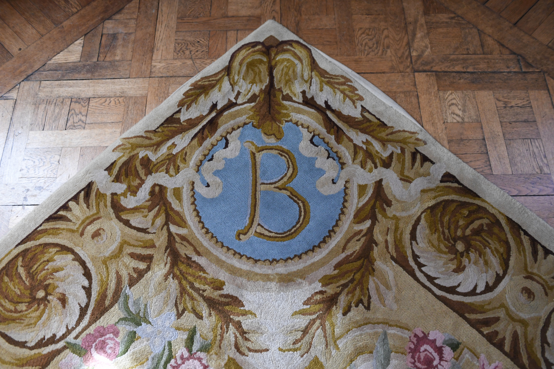 Las alfombrasdispuestas en los espacios están bordadas con las inicialesB, un homenaje a Bosch y también a Bliss