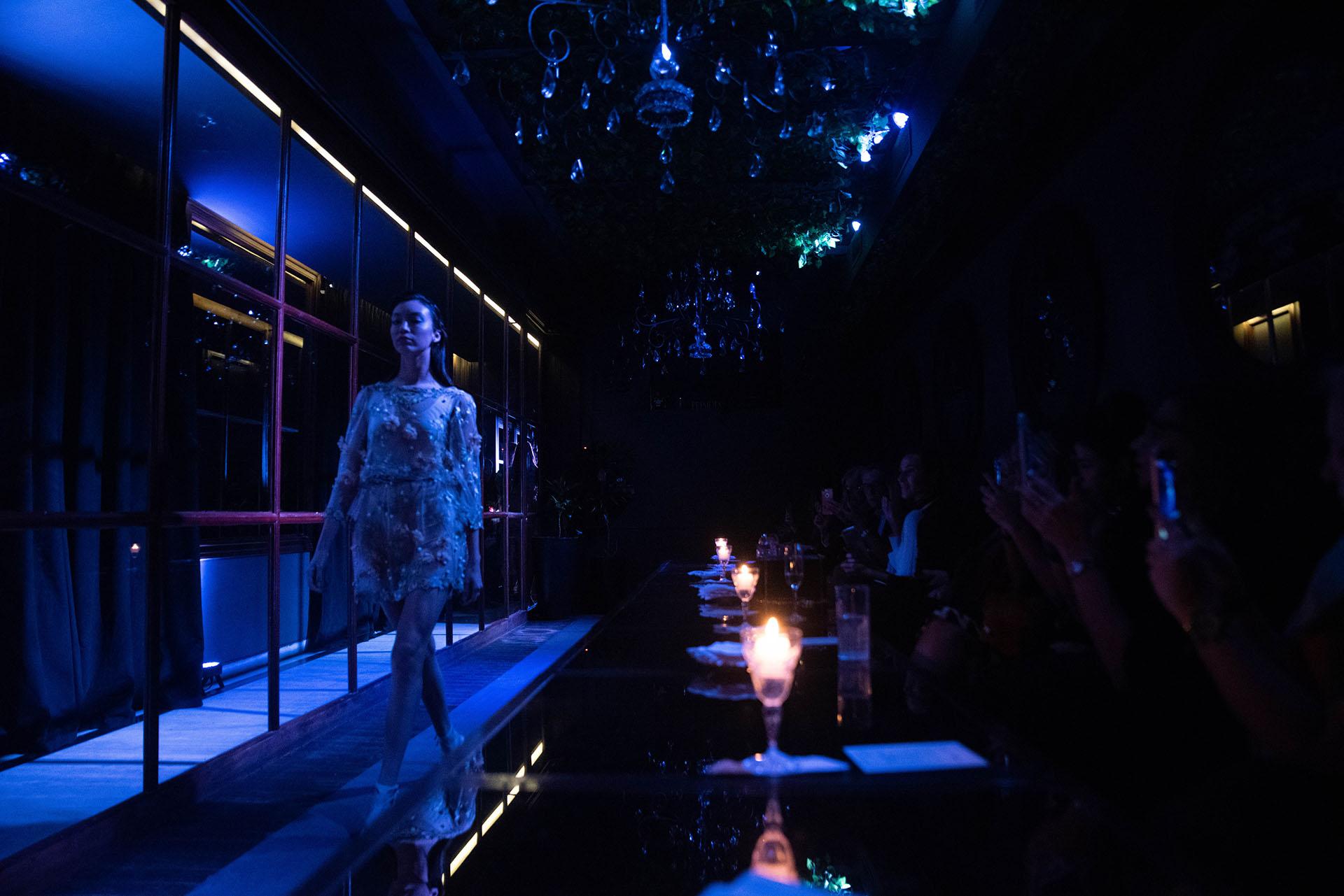 El diseñador se dedica a dar vida a vestidos de nocheresaltando la feminidad