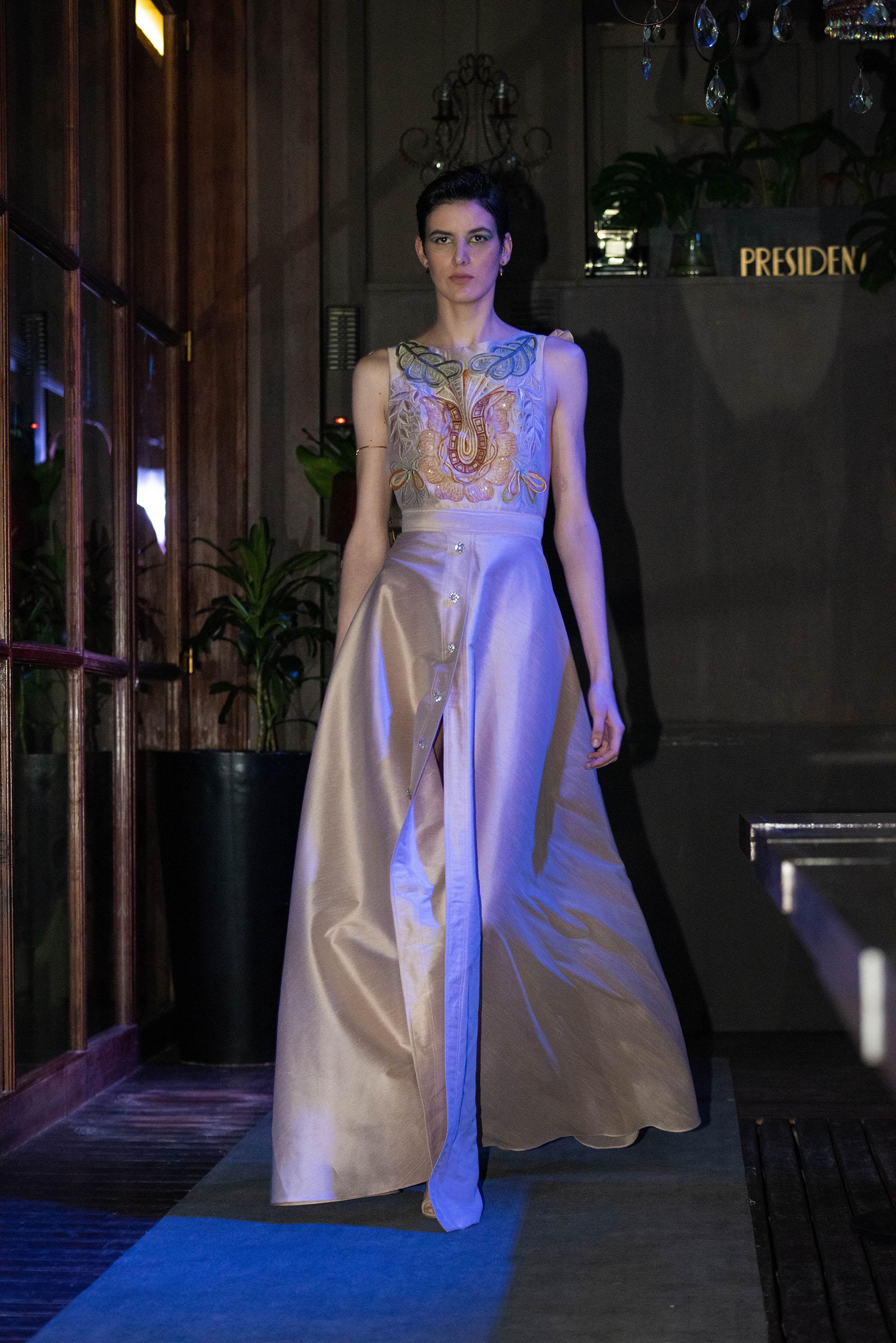 Vestido de alta costura con el sello inigualable del diseñador elegido por las celebridades