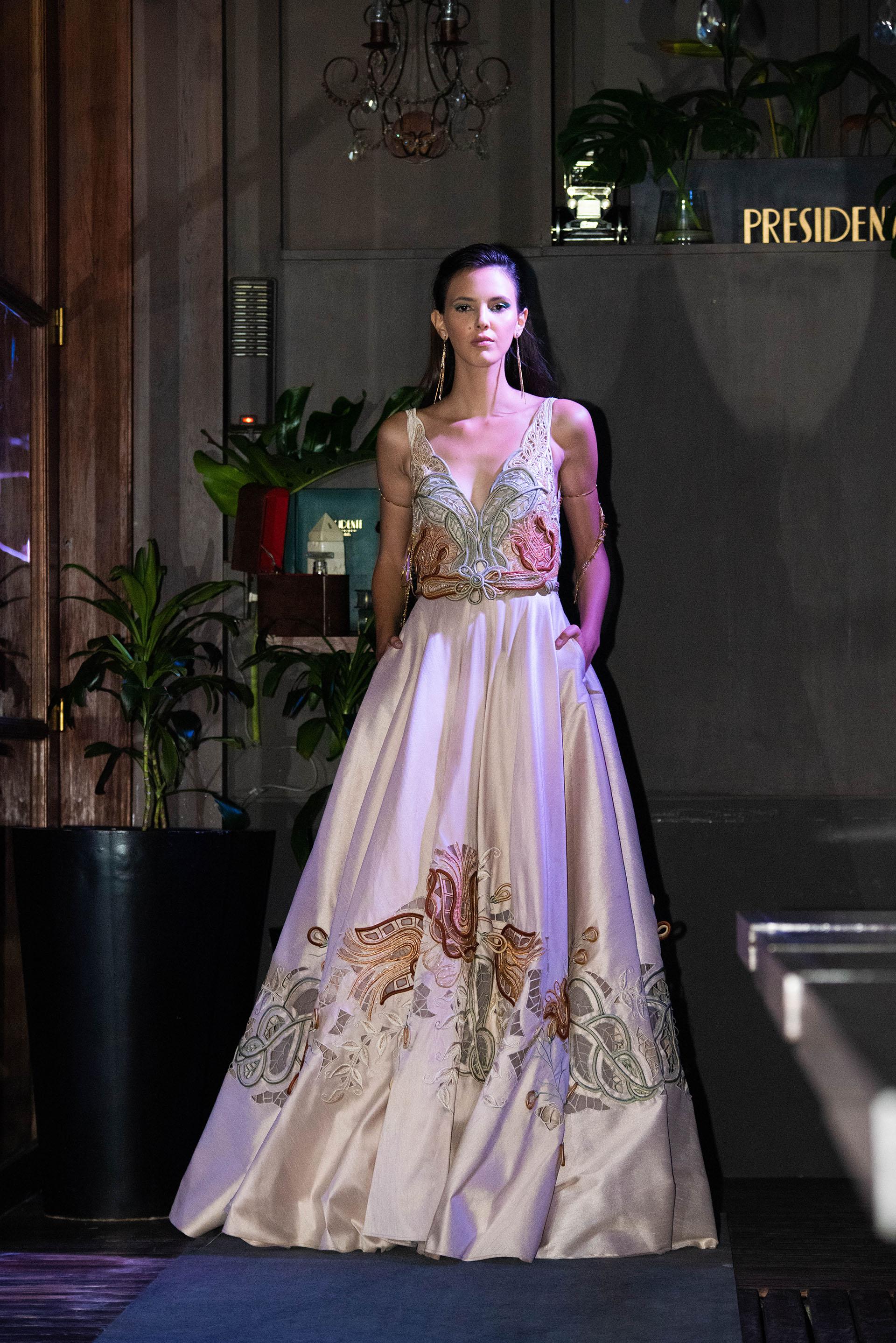 Vestido con elementos bordados realizados 100% de manera artesanal