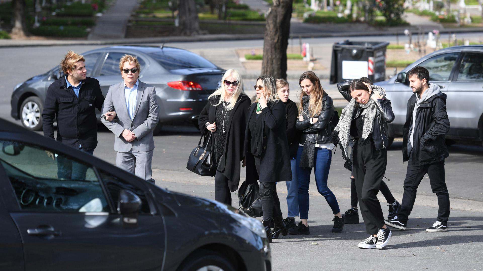 Tomasito, Guido, Silvia, Norma, Marilyn y su marido, tras el último adiós (Fotos: Maximiliano Luna y Darío Batallán)