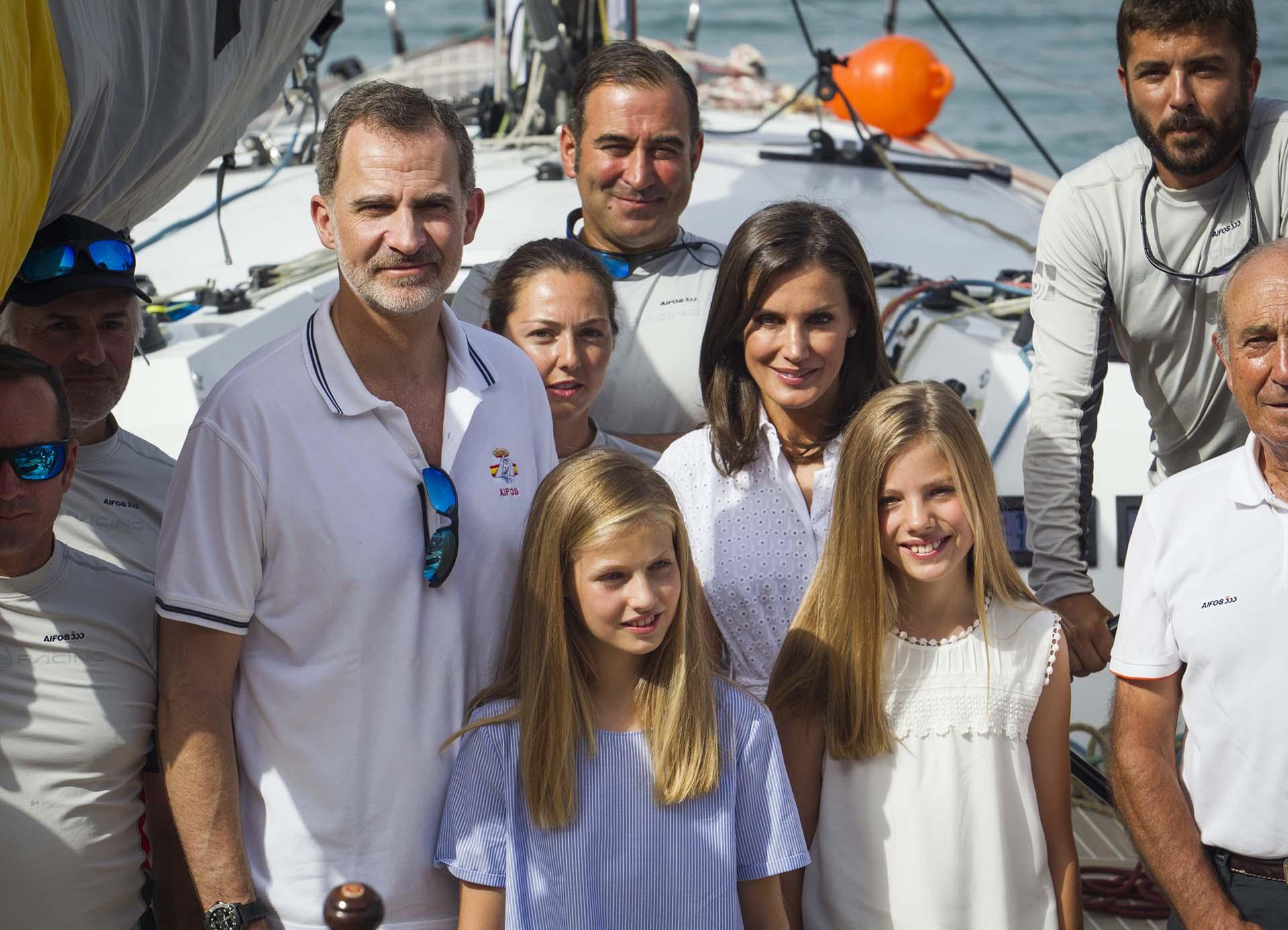 La reina Letizia, la princesa Leonor y la infanta Sofía acompañaronal rey Felipe VI al Real Club Náutico de Palma