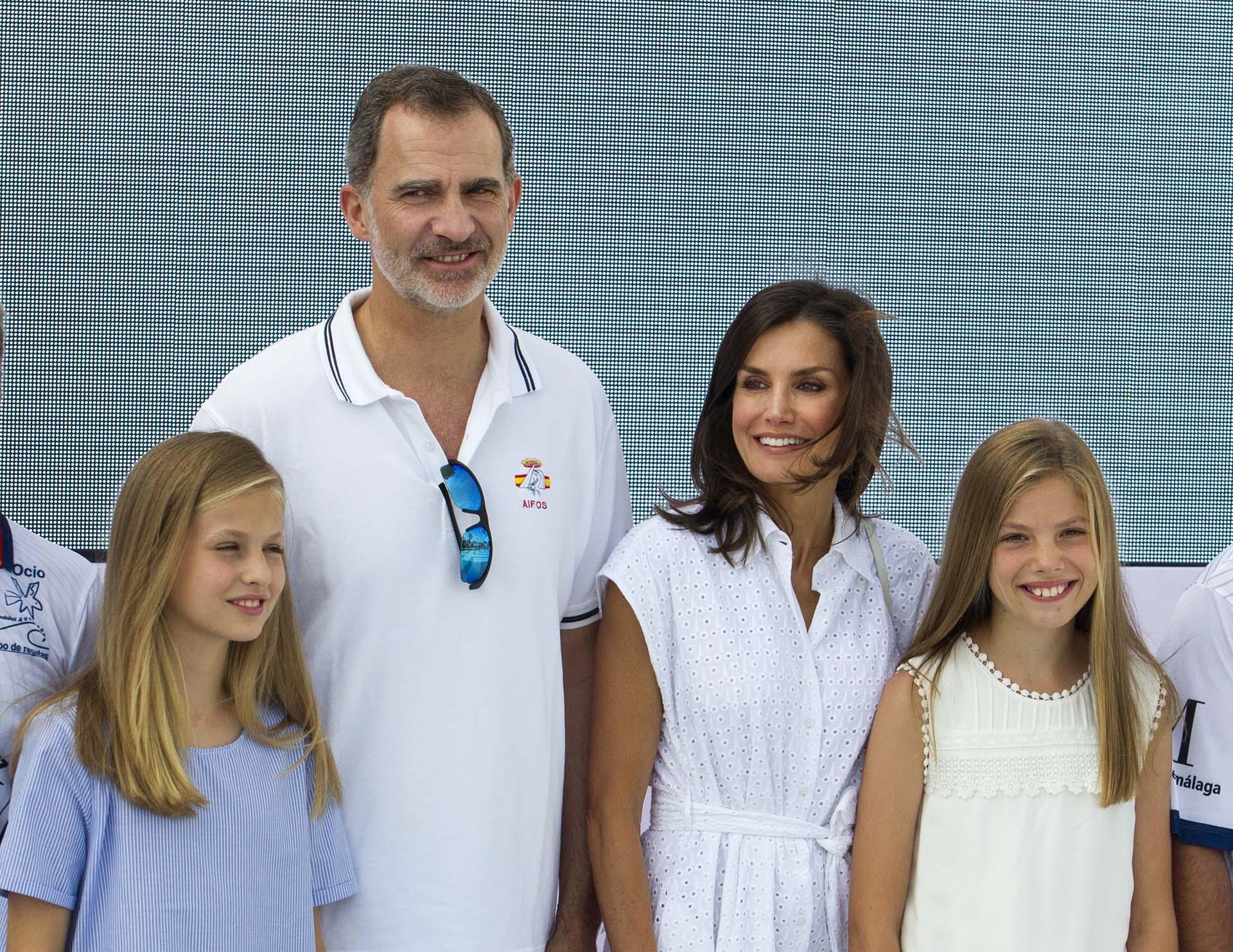 La foto oficial de la familia real española, el rey Felipe VI, Letizia y Leonor y Sofía