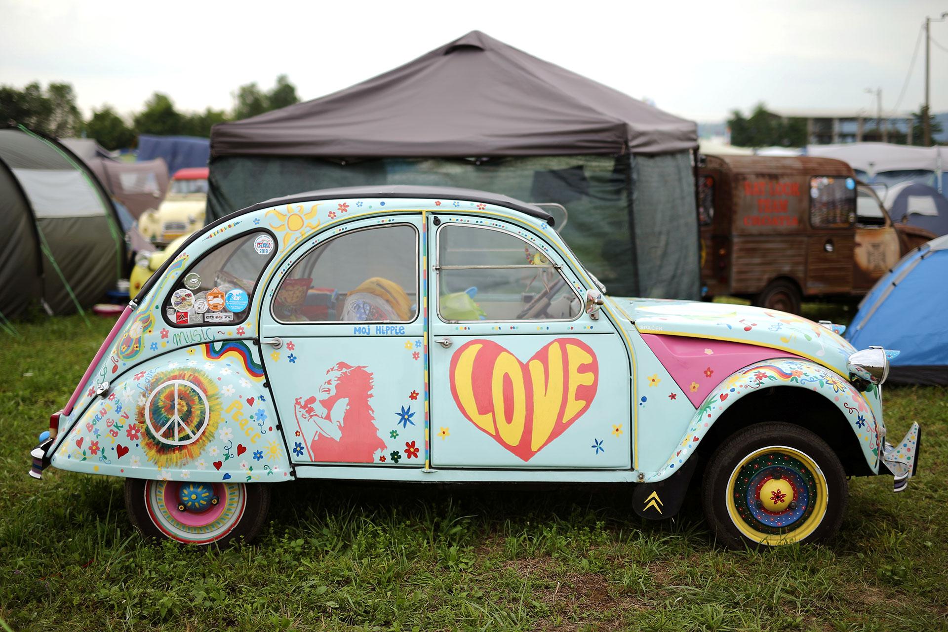 """Su cariñosa imagen se ha divulgado y extendido asociada al mito juvenil, escaso de recursos, que lo convirtió en una visión """"hippie"""" del automóvil. (Reuters)"""
