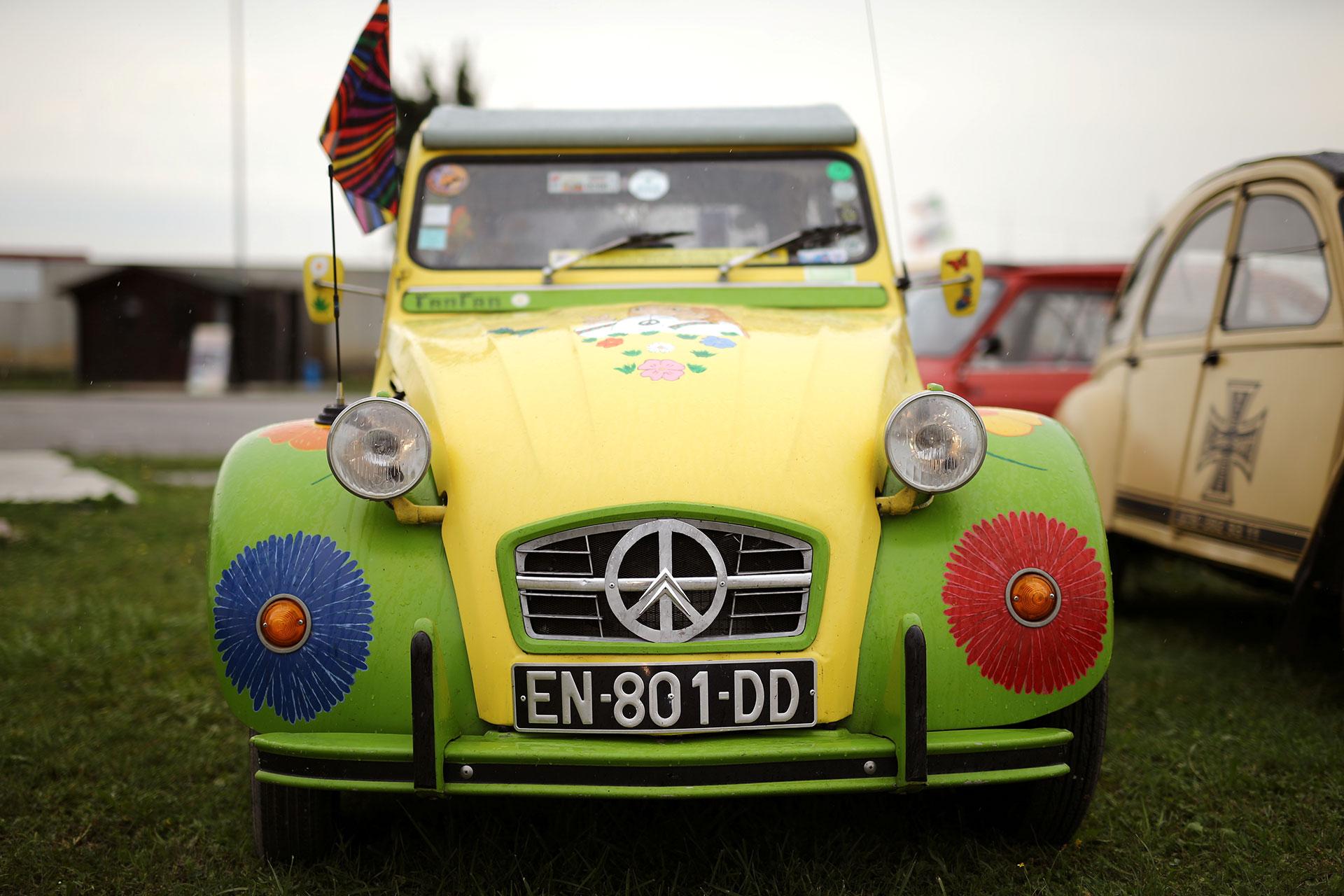 """Una versión con el símbolo de """"paz y amor"""". (Reuters)"""