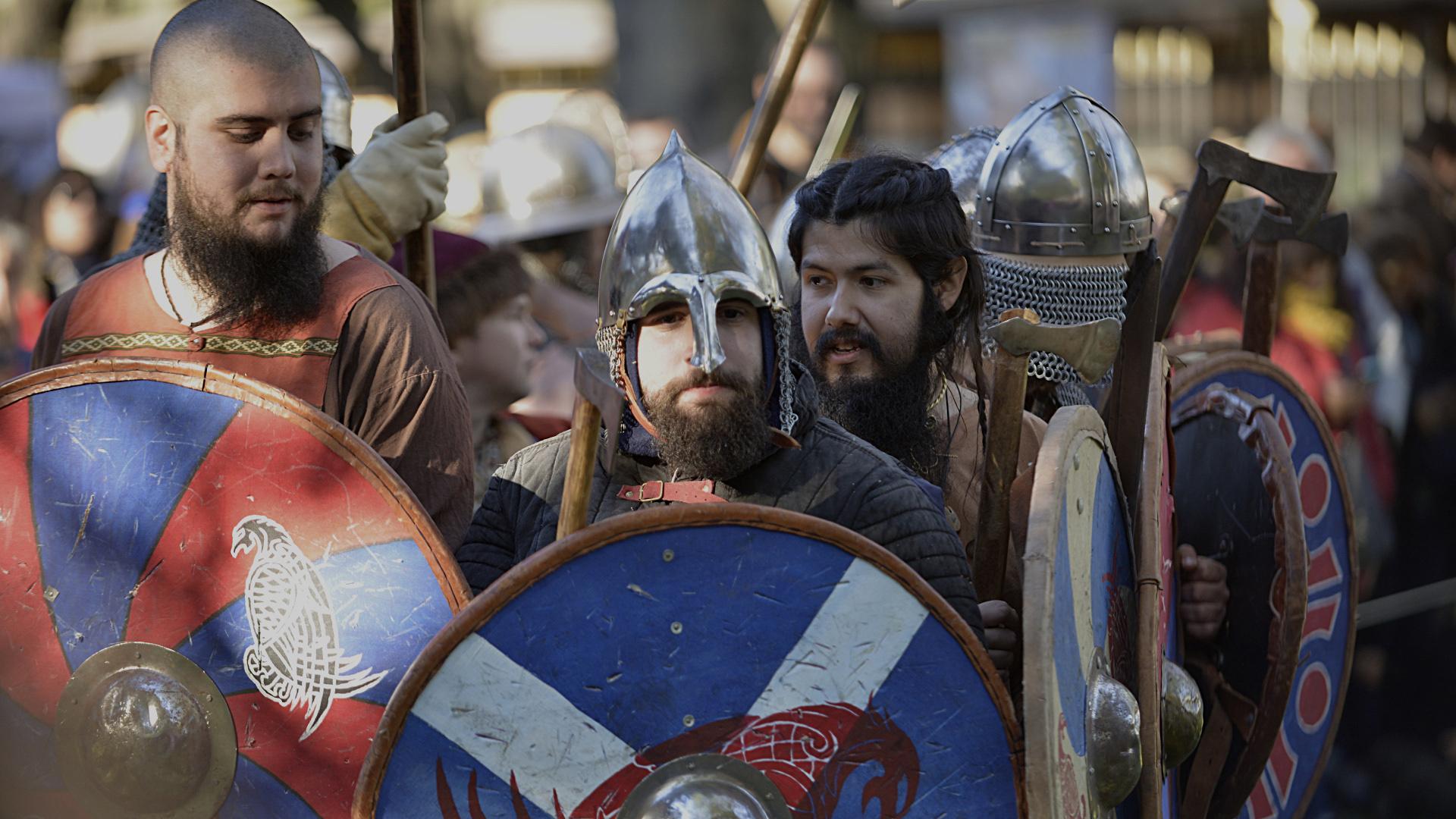 Otras agrupaciones queentraron en acción fueron Orden de los Caballeros de la Cruz, Centro Entrenamiento Combate Medieval, Jokoak Juegos antiguos, Fara I Viking, Agrupación Medieval Cuervos de Odin Guardia Varega
