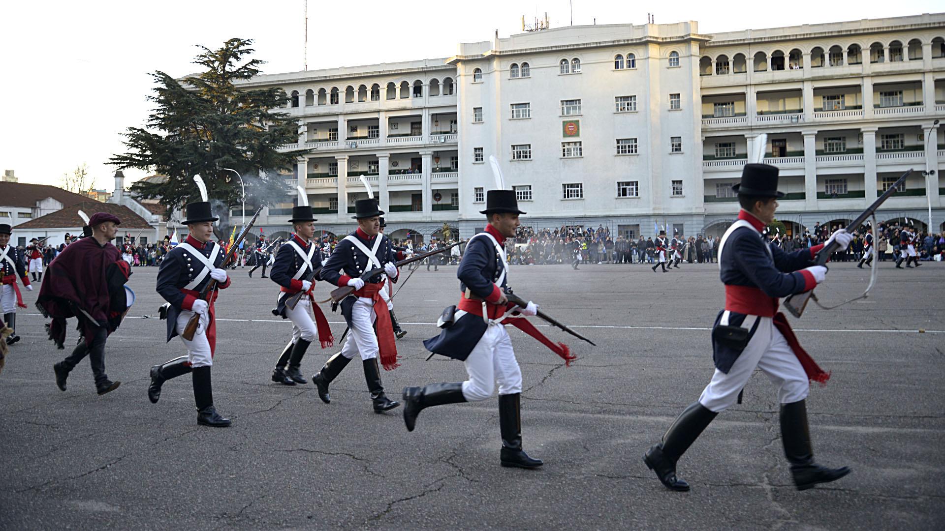 El evento se extendió de 12 a 18. Comenzó con escaramuzas y demostraciones de combate por parte de los actores, con el fin de mostrar las diversas técnicas de defensa y ataque contemporáneas