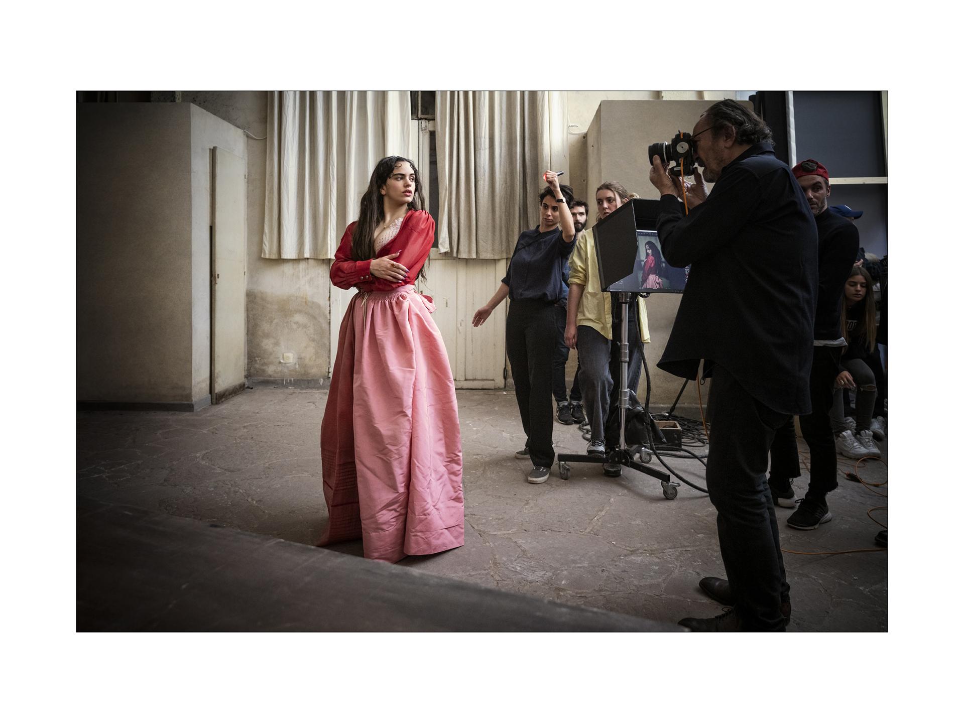 """Las protagonistas de """"Buscando a Julieta"""" fueronconvocadas por el fotógrafo para representar el papel de Julieta en una sesión de fotos en las que se las ve actuar, posar y cantar"""