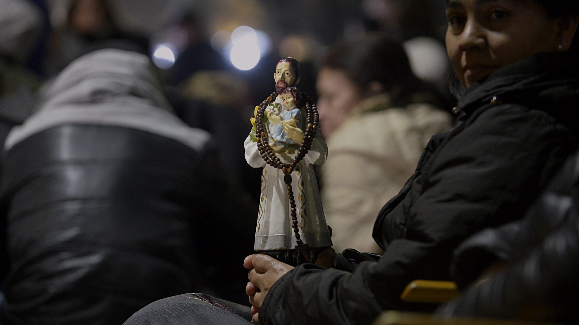 El patrono del pan y el trabajo dedicó su vida al prójimo y en la Argentina convoca a miles de fieles cada año.