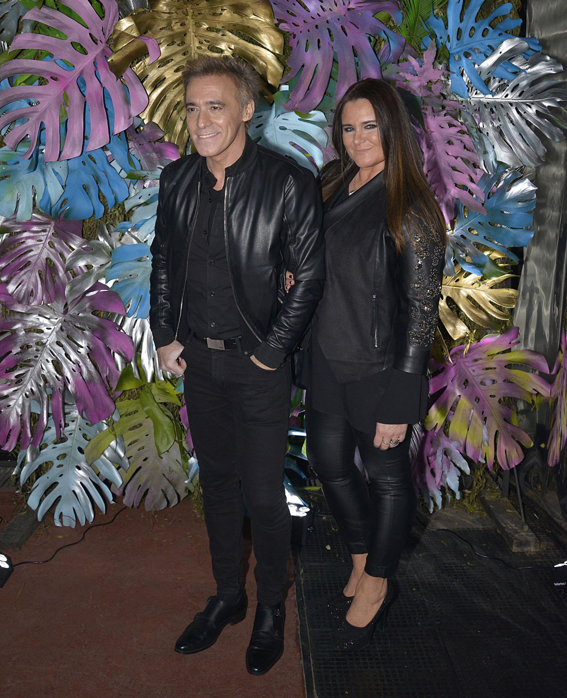 El cantante Cae y su mujer