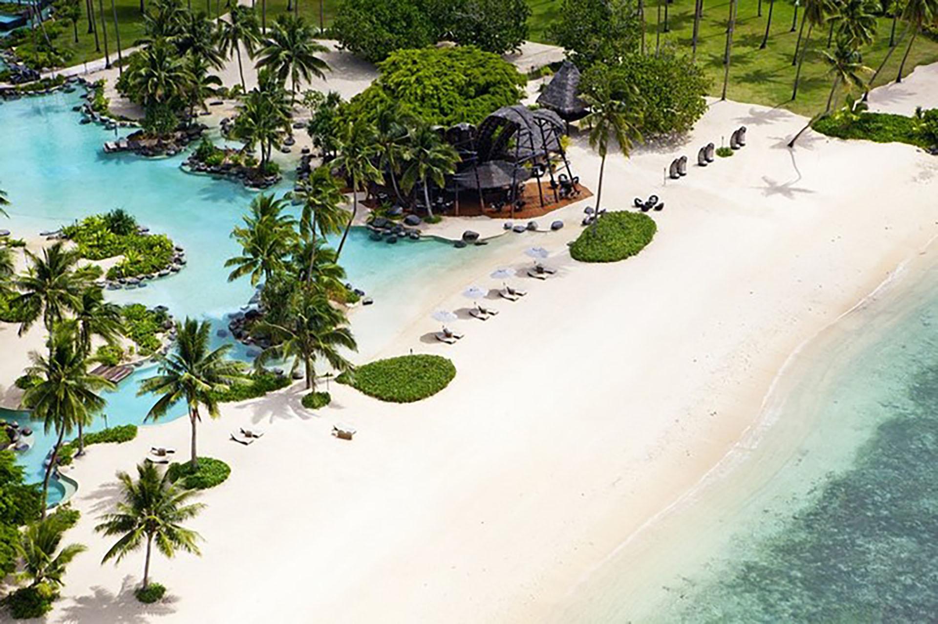 Esta asombrosa bahía, ubicada en una lujosa isla privada en Fiji, se encuentra en una sección de la selva tropical de la isla, con importante vegetación y presencia de especies animales, son el escenario de un paraíso privado