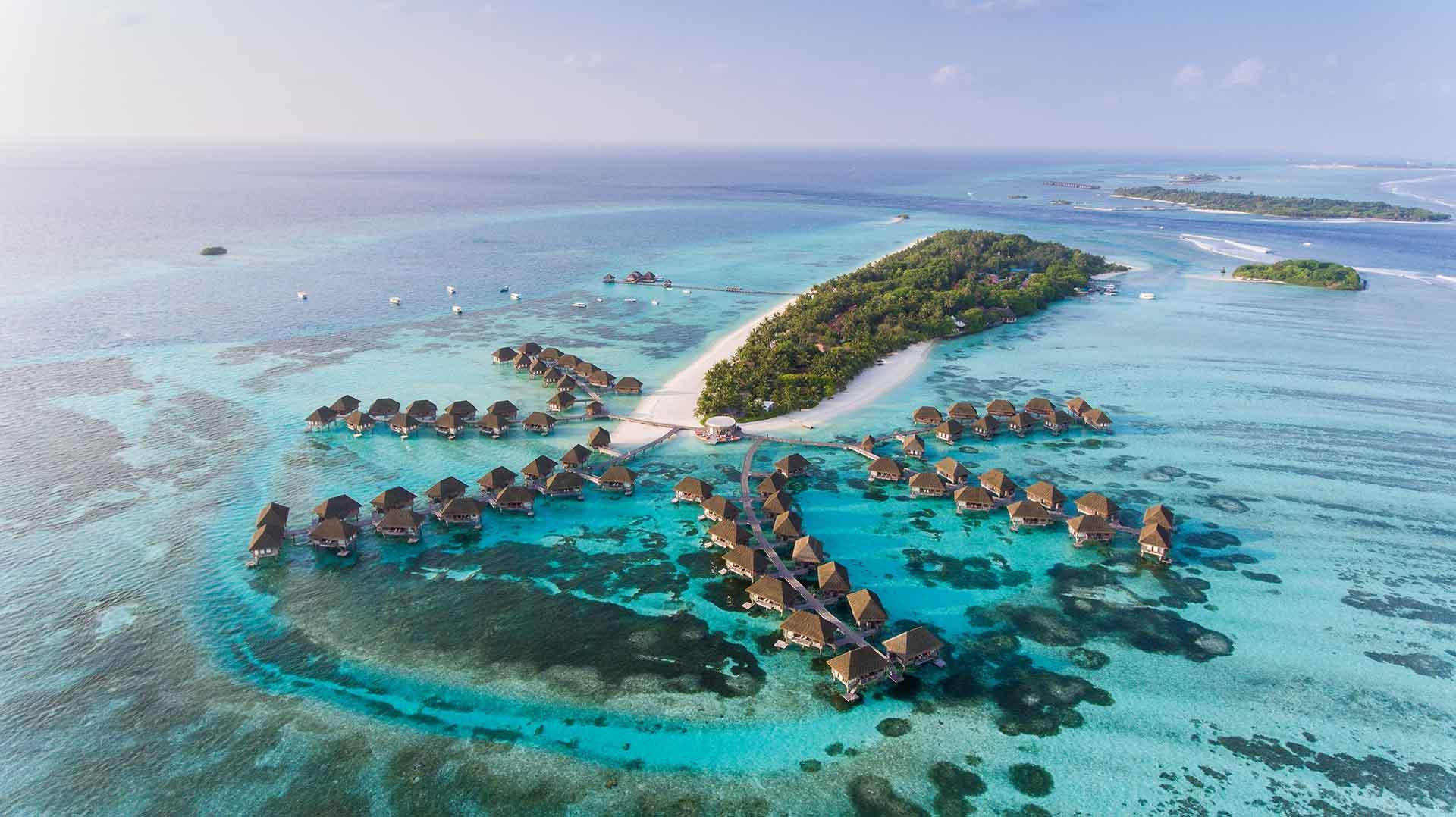 El lujo sin igual, las impresionantes playas de arena blanca y un mundo submarino increíble hacen de Maldivas una opción obvia para unas verdaderas vacaciones