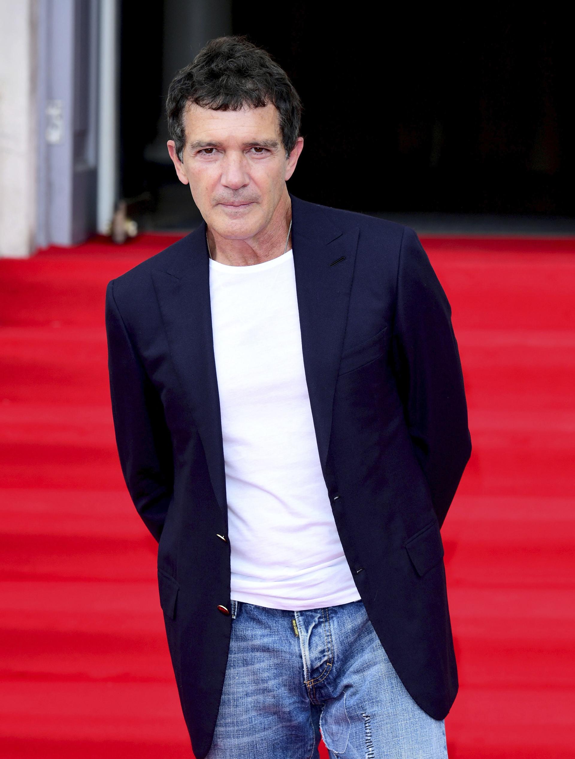 Antonio Banderas, otro de los protagonistas de la presentación, vistió un look casual