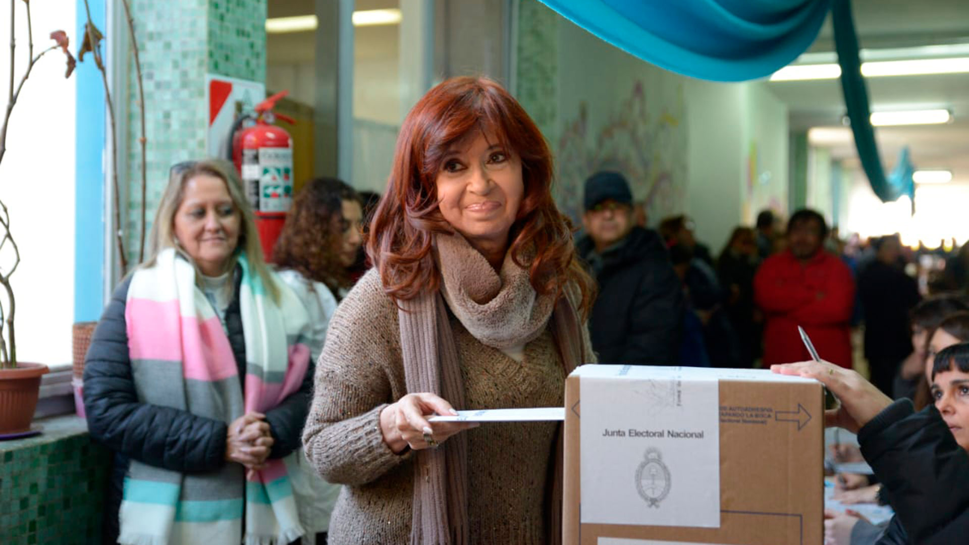 La ex presidenta Cristina Kirchner votó en Río Gallegos. Demoró 30 minutos en sufragar