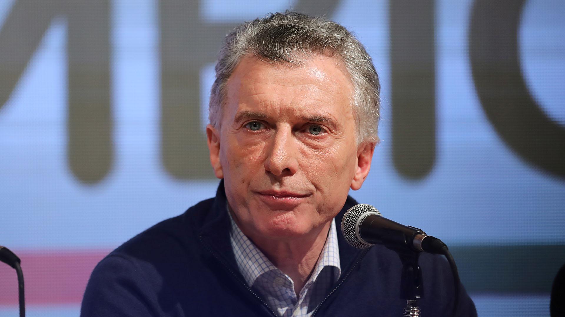 Por momentos de la conferencia de prensa en el búnker de Juntos por el Cambio, a Mauricio Macri se lo percibió abatido (REUTERS/Luisa Gonzalez)