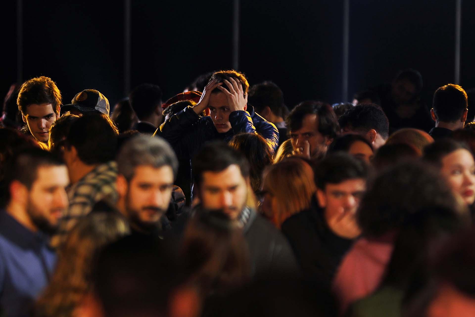 El clima de derrota también se percibió entre los militantes de Juntos por el Cambio que acudieron al búnker en Costa Salguero (REUTERS/Luisa Gonzalez)