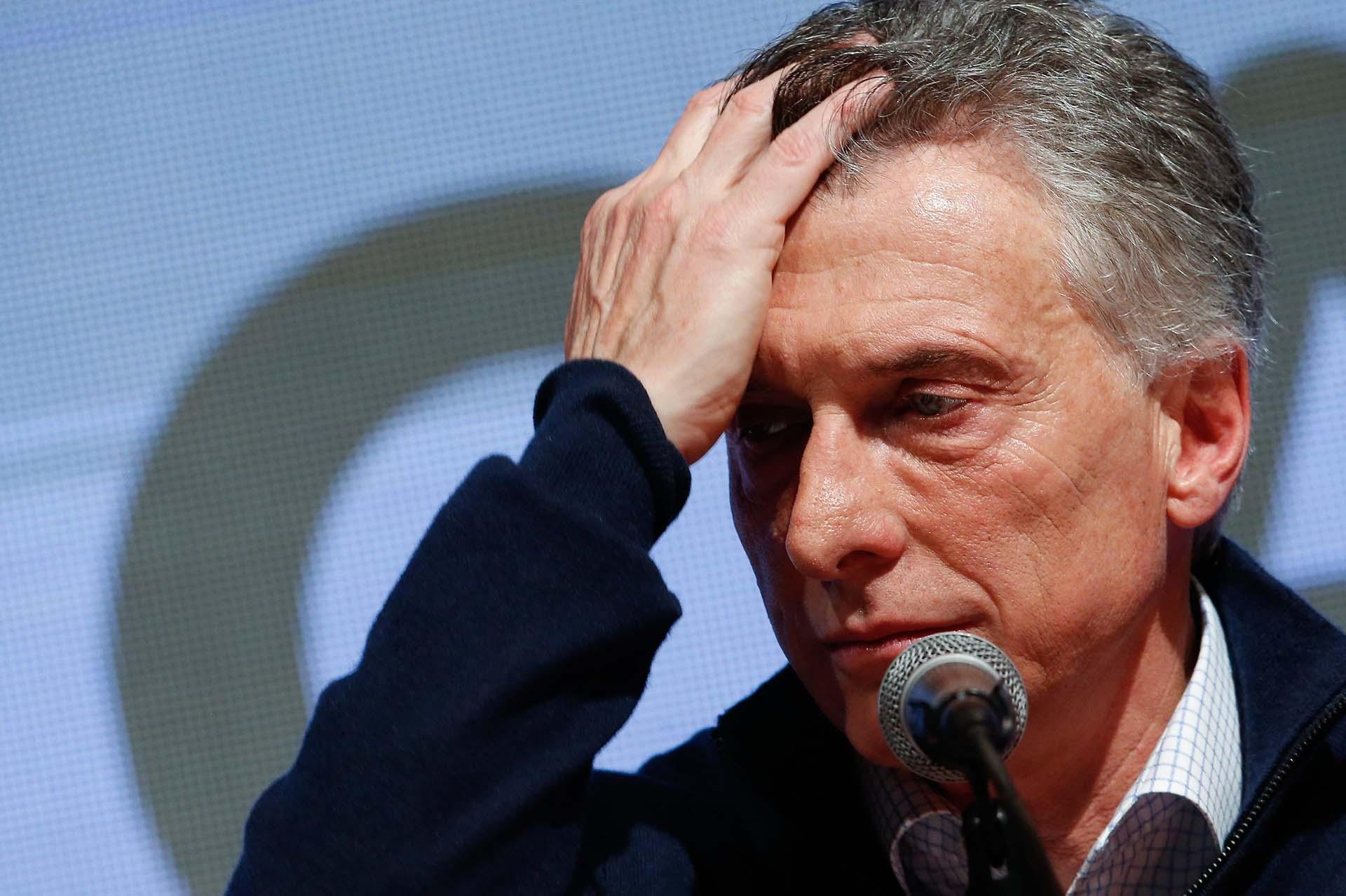 El presidente Mauricio Macri y la imagen más cruda de la derrota (EFE/Juan Ignacio Roncoroni)