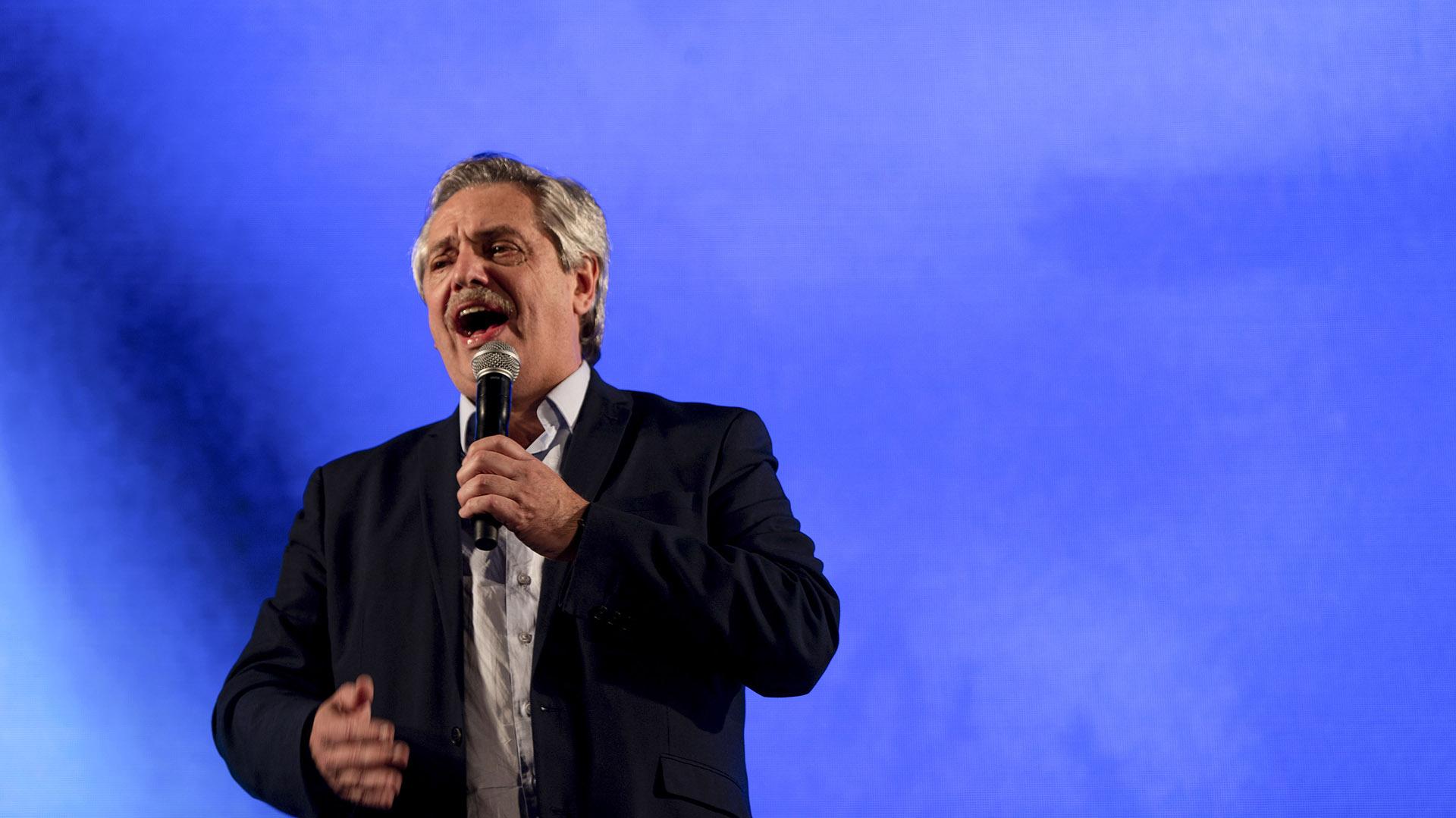 Alberto Fernández fue el gran ganador de la noche de las PASO 2019. Durante su discurso en la sede del Frente de Todos se lo vio eufórico