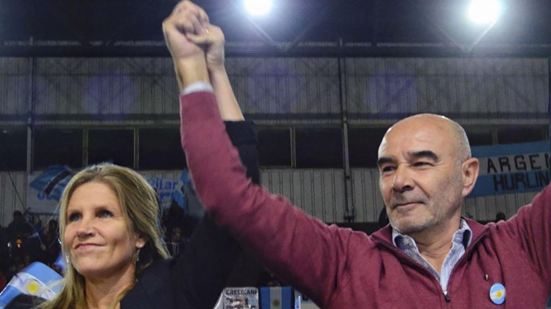 Cynthia Hotton y Juan José Gómez Centurión celebraron junto a sus votantes el quinto puesto en las PASO y el billete para las elecciones de octubre (Prensa Frente NOS)