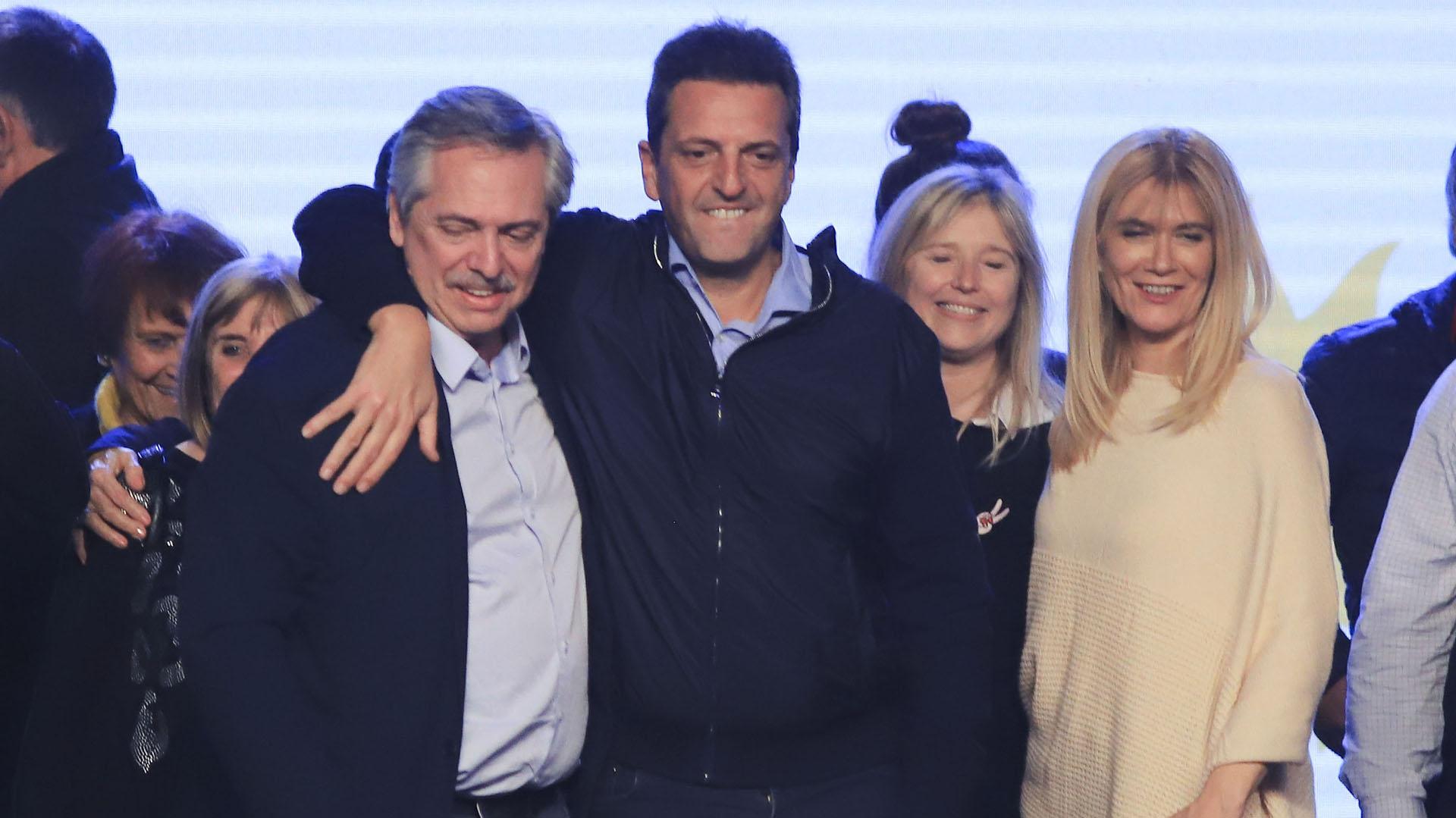 El candidato a presidente por el Frente de Todos, Alberto Fernandez, junto a Sergio Massa y a Verónica Magario, luego de conocerse los resultados de las PASO (NA)