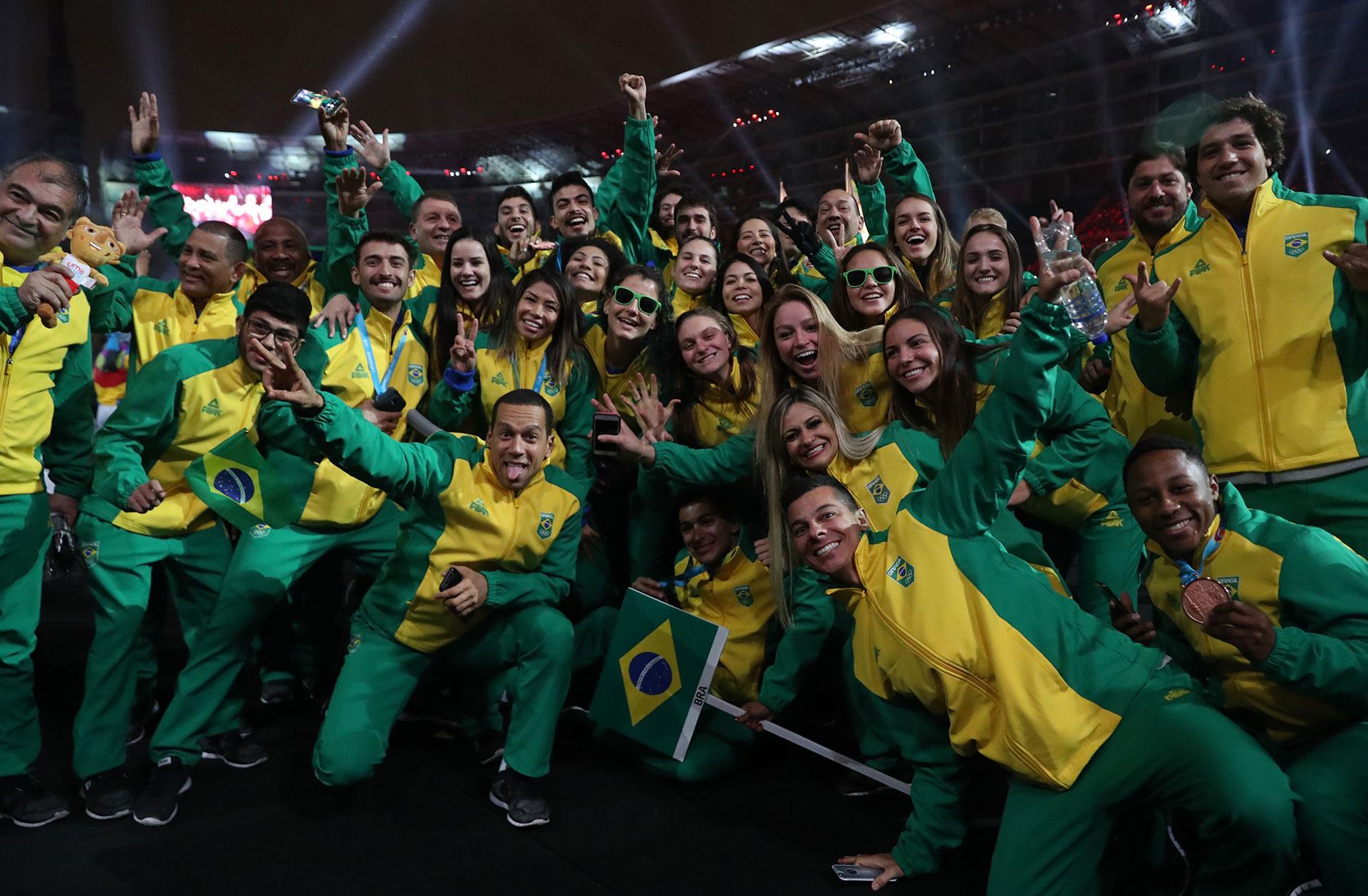 La felicidad de los deportistas brasileños en la fiesta de clausura