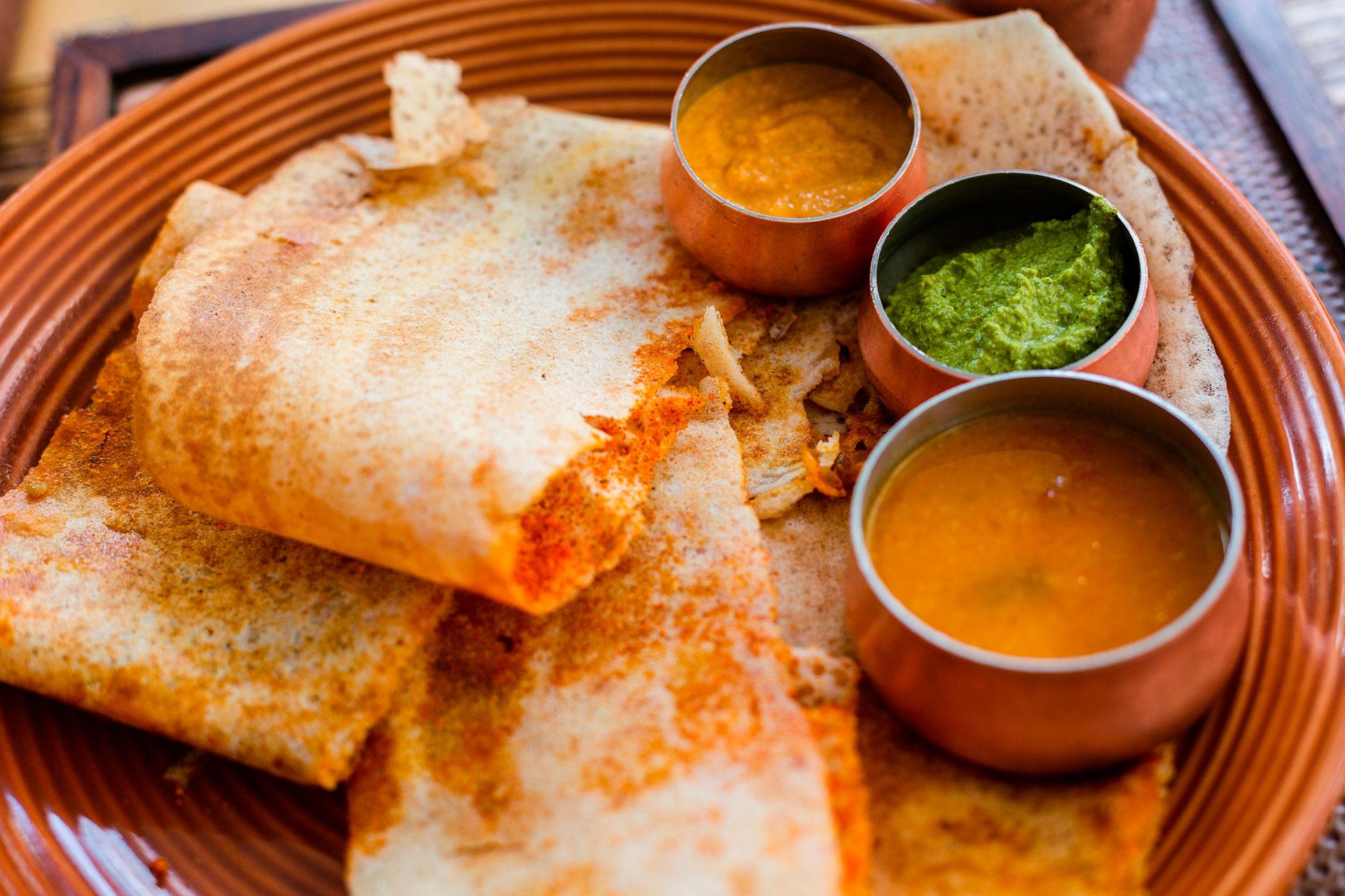 Por último, el masala dosa: una especie de crêpe indio crocante, de masa hecha de lentejas y arroz fermentados, que puede comerse solo o relleno