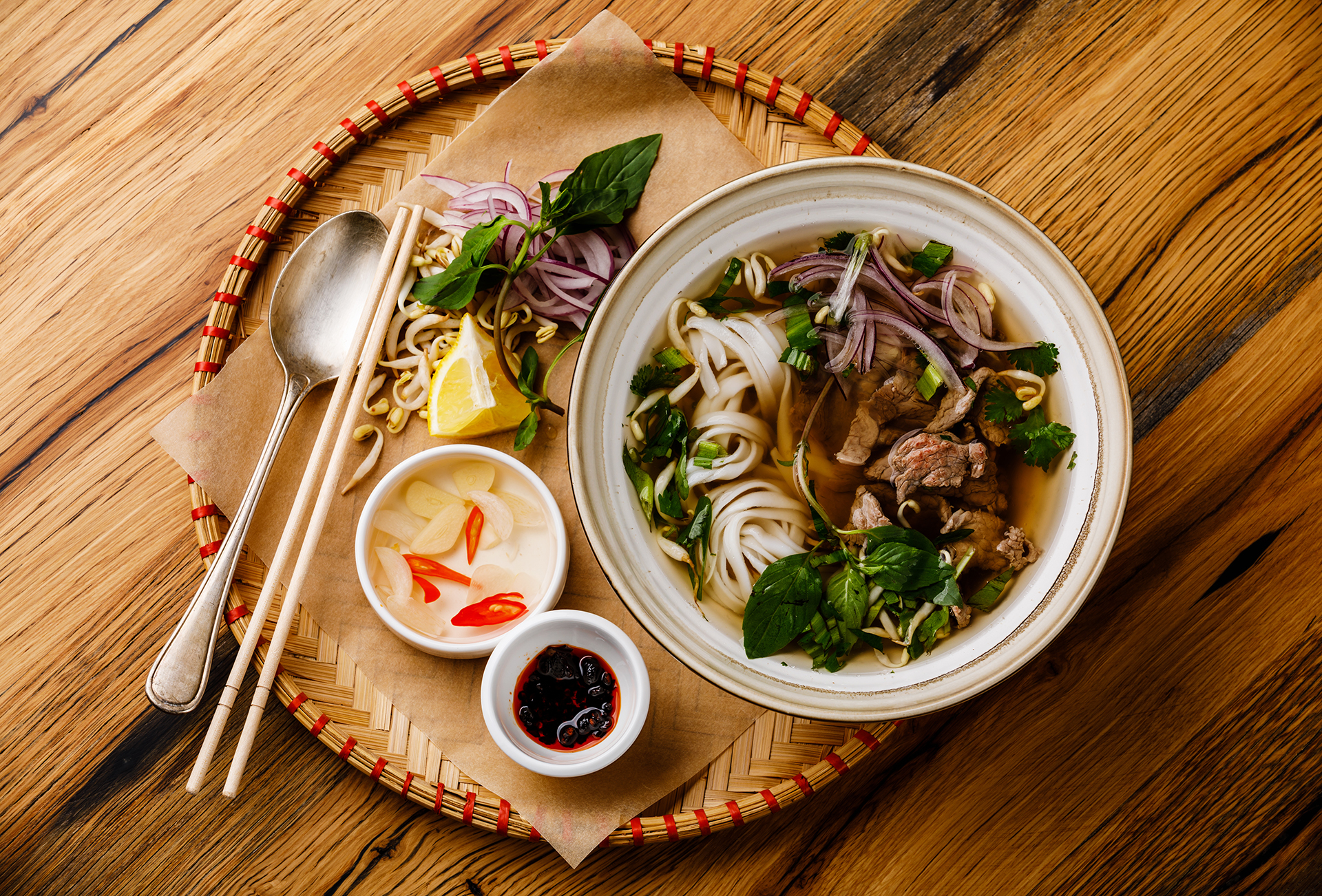 Pho vietnamita: una sopa con carne y fideos de arroz llena de aromas y sabores reconfortantes de oriente