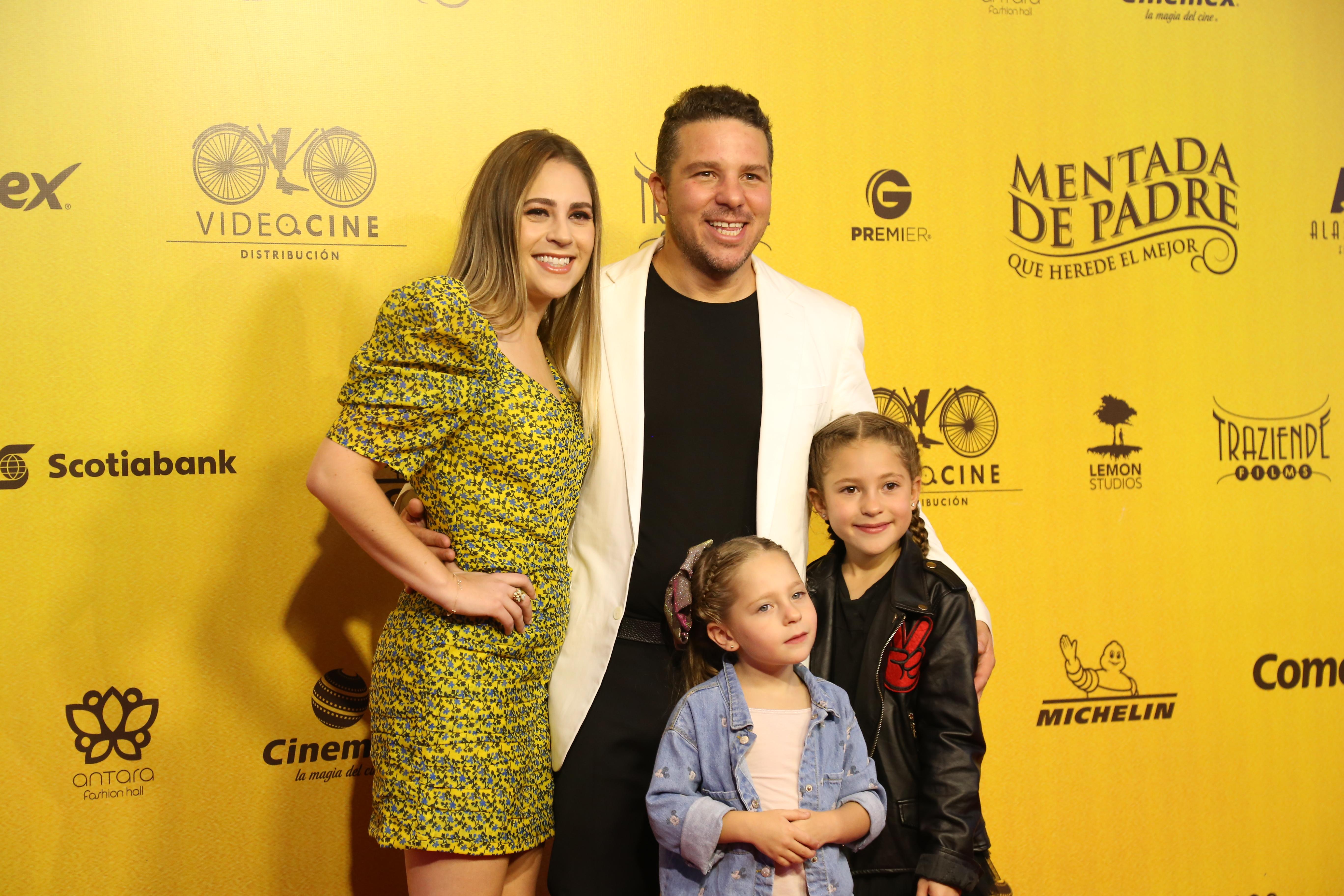 Mark Alazraki y familia