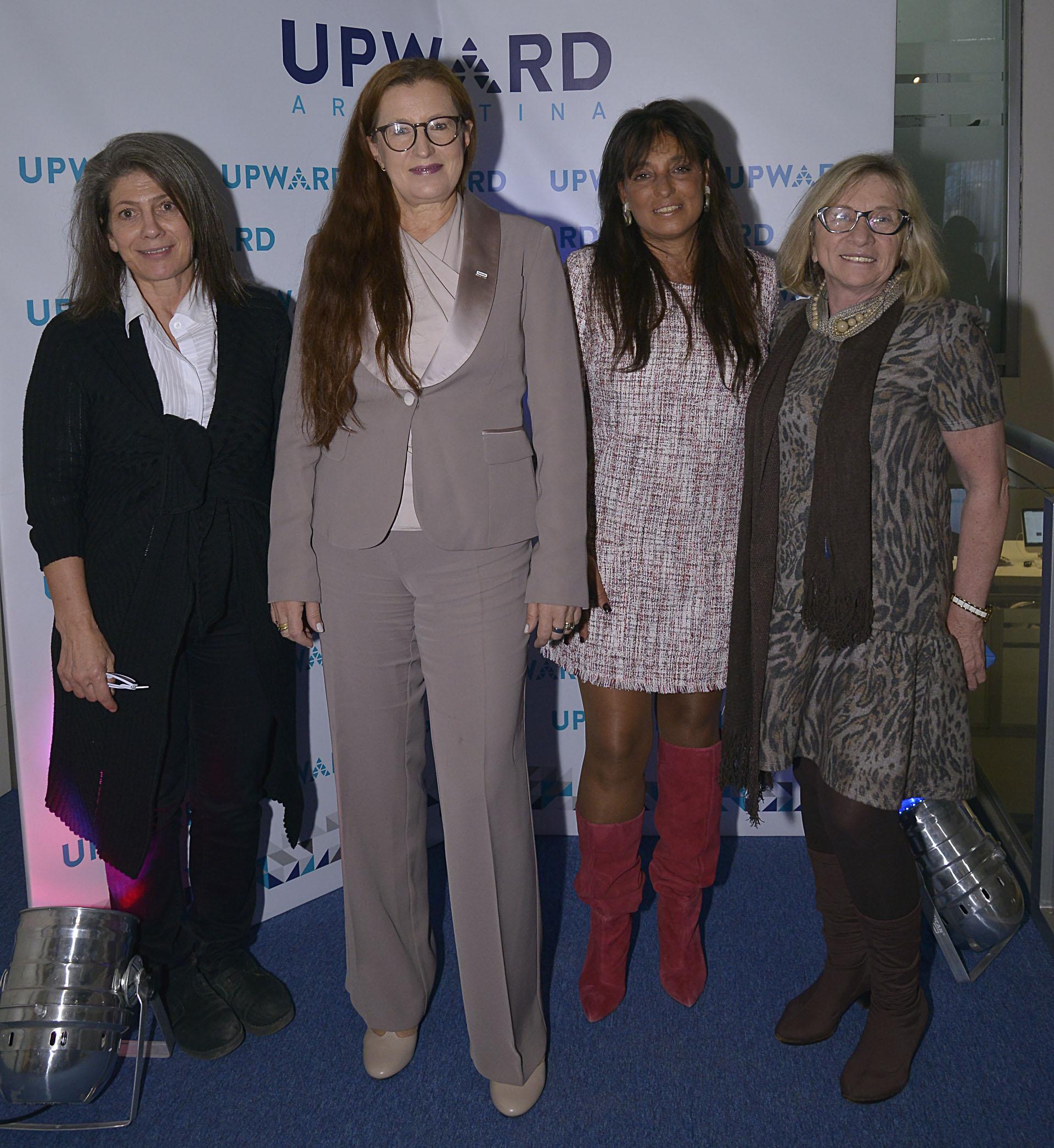 Martine de Kent (Embajada Británica y esposa del embajador Mark Kent) junto a la oradora Pia Pakarinen (Vice Alcaldesa de Educación de Helsinski), Viviana Zocco y Graciela Adan