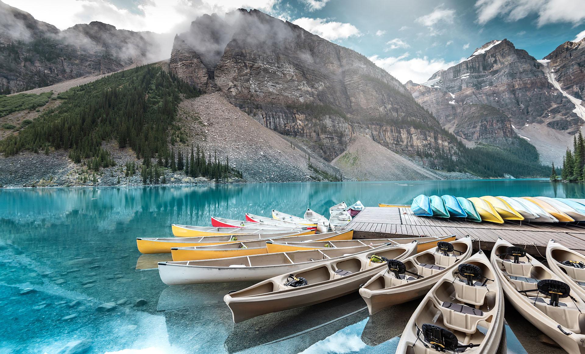 Los maravillosos senderos escarpados y nevados de Jasper y Banff, dos de los parques nacionales más antiguos del mundo, deberían ser motivo suficiente para agregar a Alberta a la lista de mejores destinos fríos