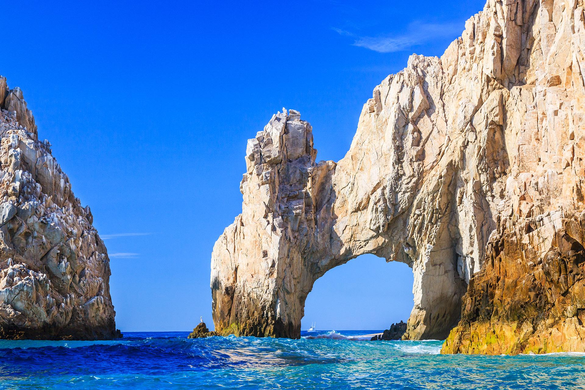 Rodeadas del Mar de Cortés, las playas de Los Cabos se sitúan en la Península de Baja California Sur, donde los resorts más exclusivos esperan a los viajeros