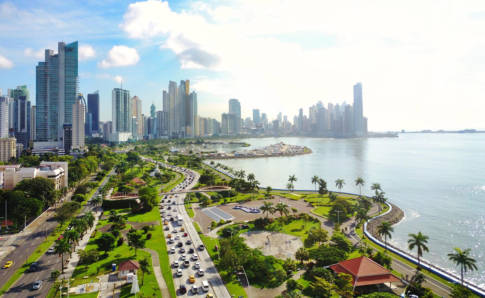 La ciudad de Panamá, la capital más cosmopolita de Centroamérica, es una metrópolis vibrante y una puerta de entrada a las escapadas tropicales