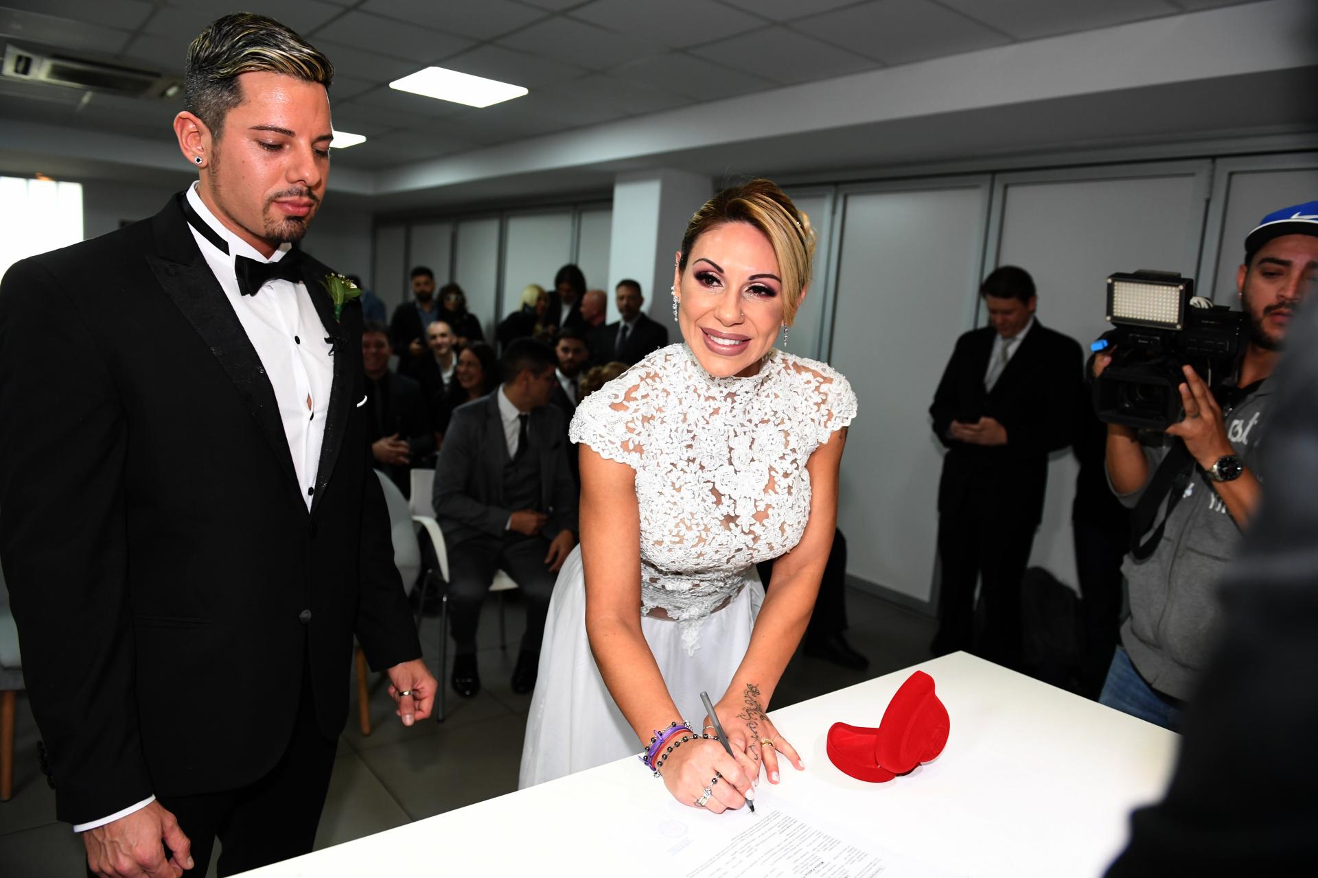 Farro firmó por segunda vez el acta de la unión civil. Su primer matrimonio fue con el exfutbolista uruguayo, Enrique Ferraro