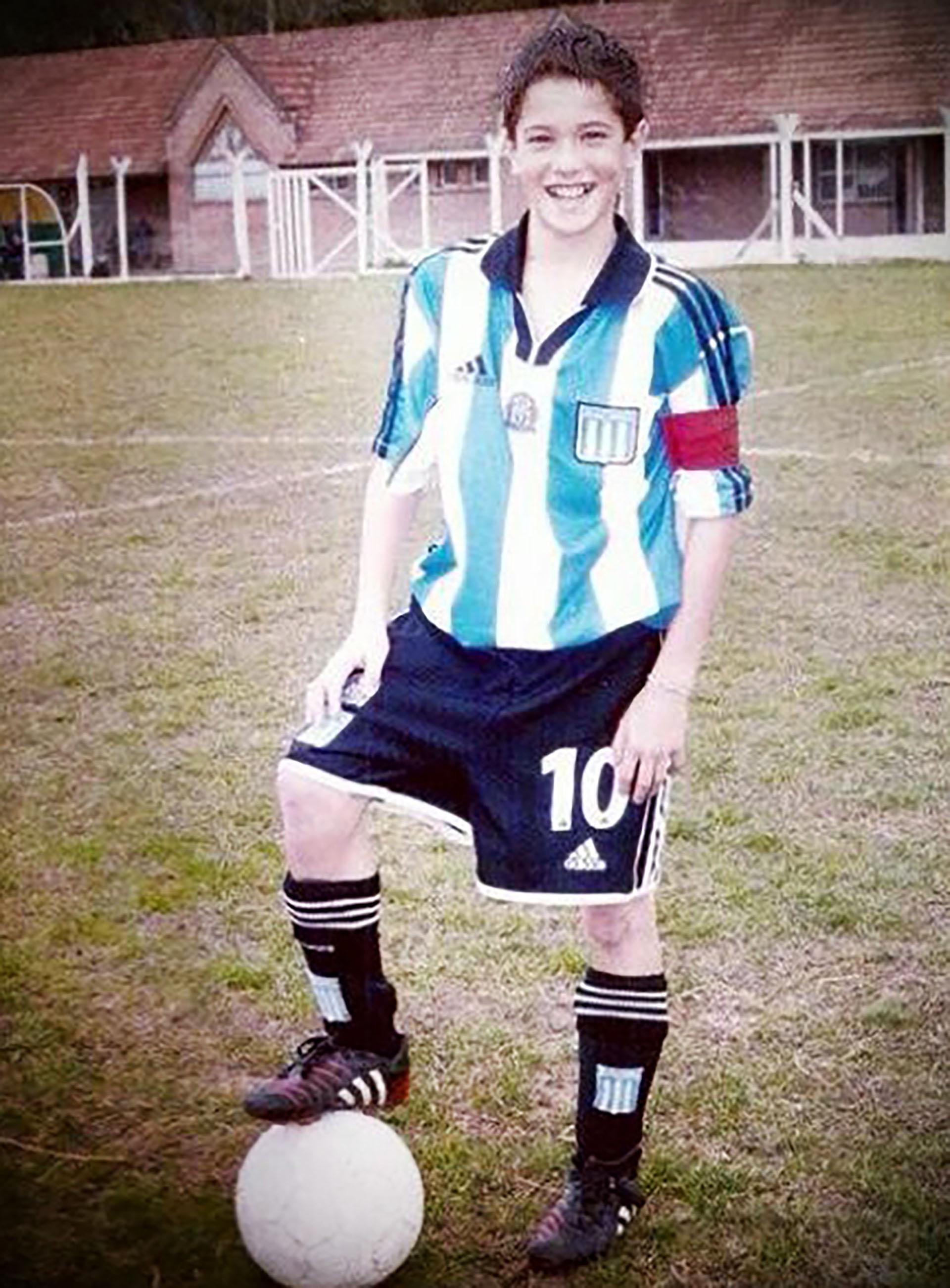 Rodrigo De Paul, con la cinta de capitán y la número 10 en las infantiles de Racing