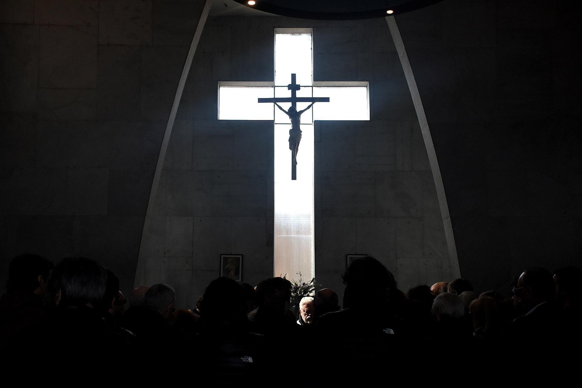 Antes del entierro, se realizó una misa funeraria en la capilla del Cementerio de La Chacarita