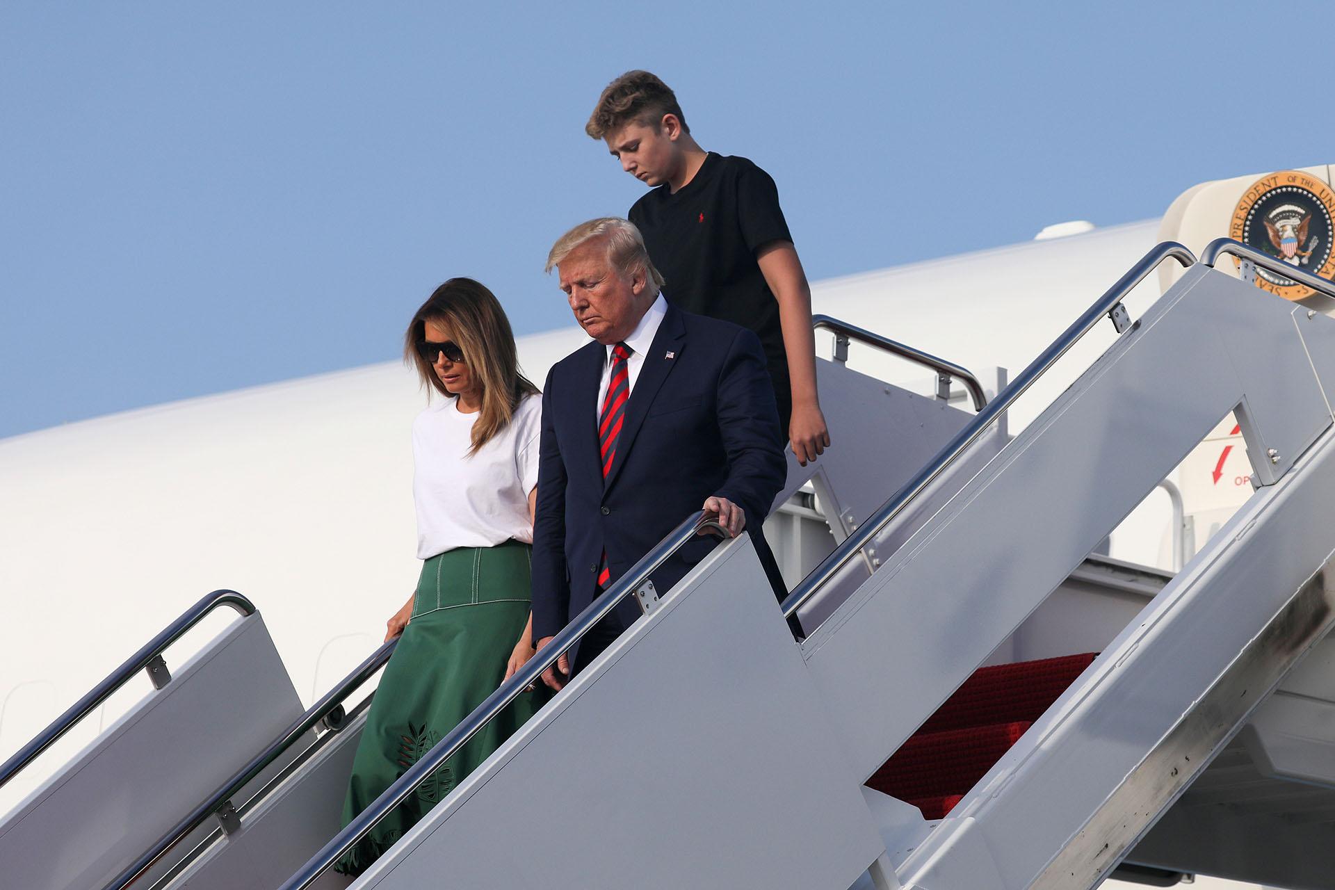 La primera dama de Estados Unidos eligió un look sofisticado para el regresoa la Casa Blanca