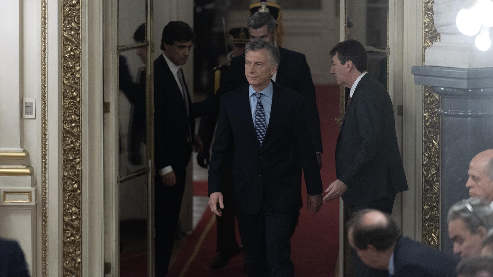Mauricio Macri ingresó cerca de las 8:30 al Salón Blanco para tomar la jura al nuevo ministro