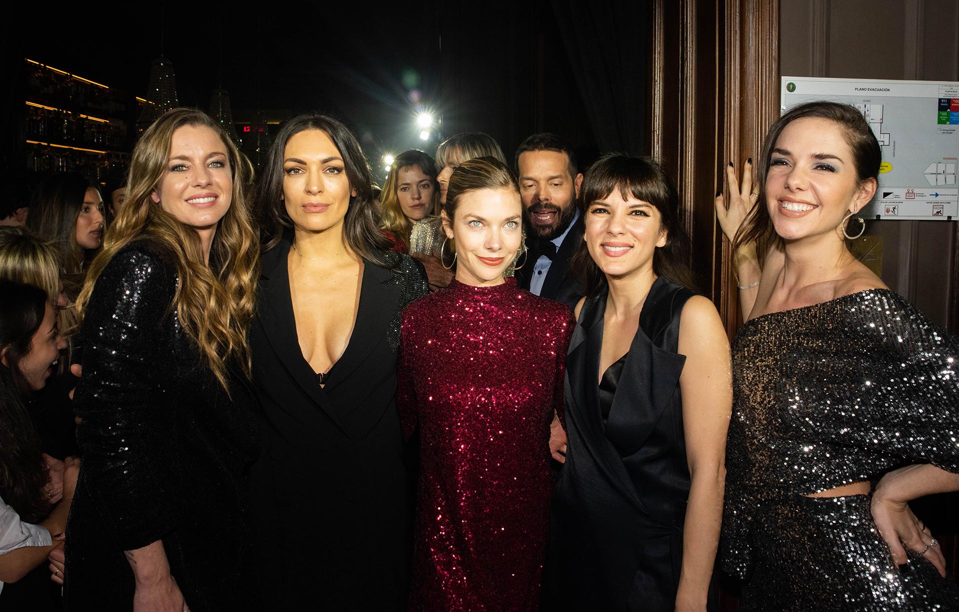 Gege Neumann, Maria Gorof, Laura Laprida, Gimena Accardi y Julieta Nair Calvo