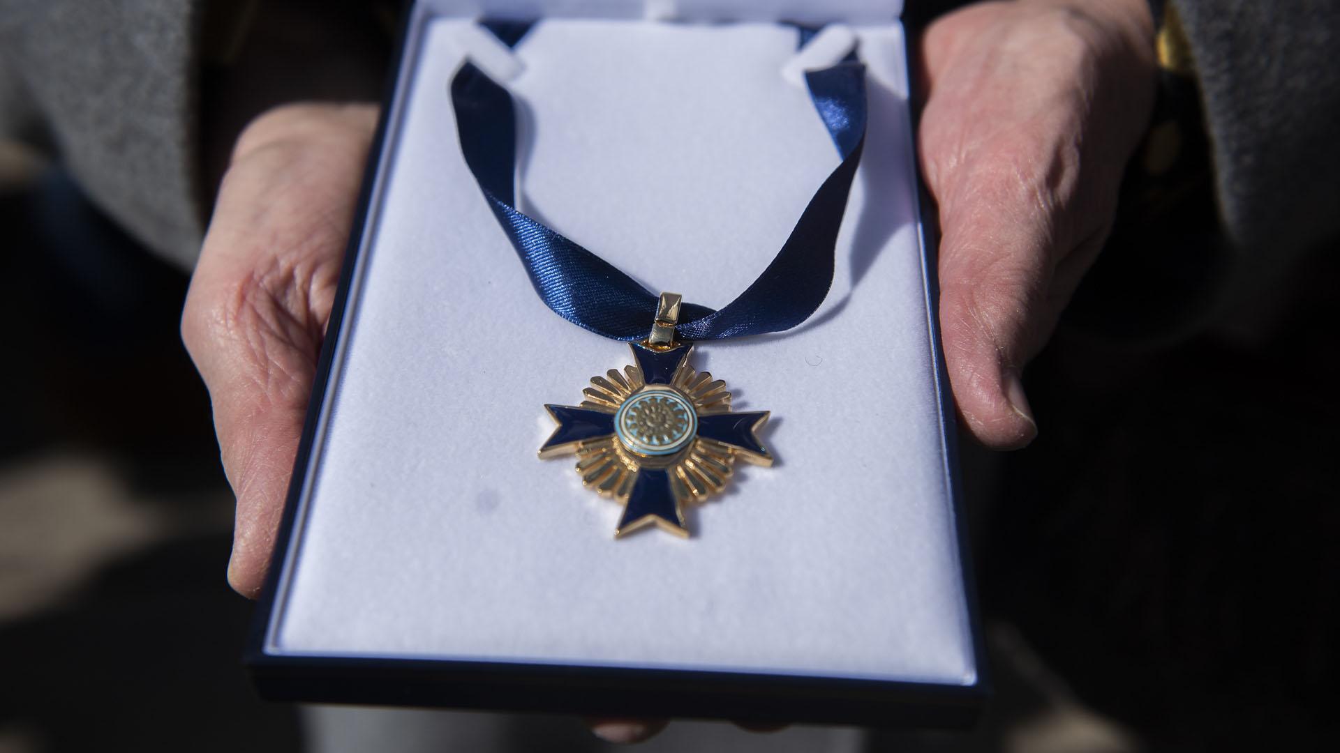 El jefe del Ejército entregó la Orden a los Servicios Distinguidos a familiares de soldados caídos