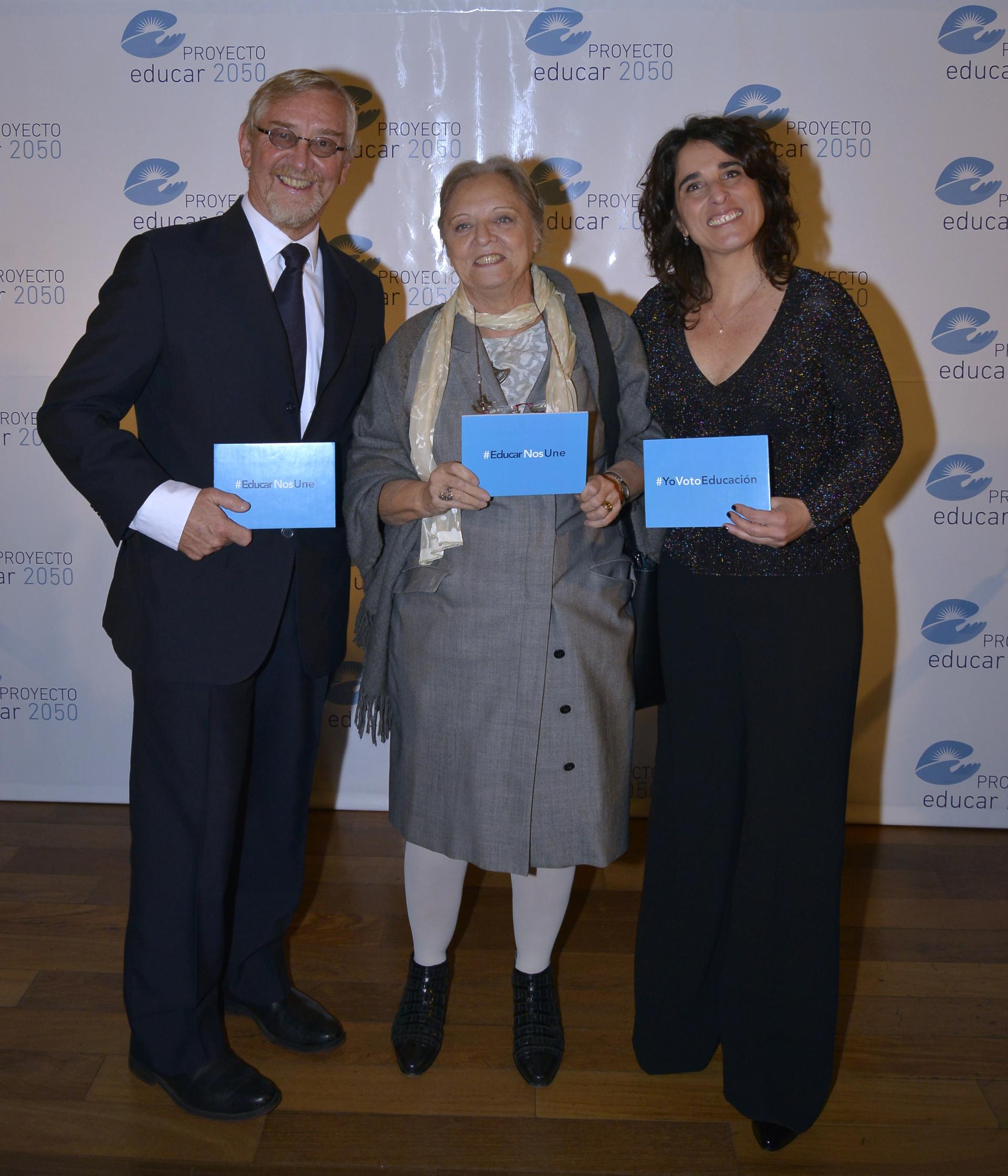 Las autoridades de Educar 2050 junto a Guillermina Tiramonti, investigadora de FLACSO
