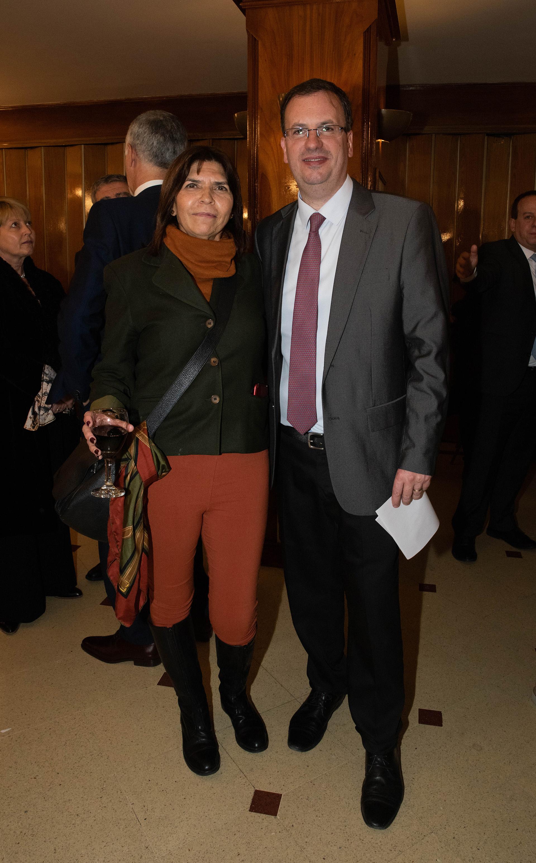 La periodista de Infobae Silvia Mercado y Andrés D' Alessandro, director ejecutivo ADEPA