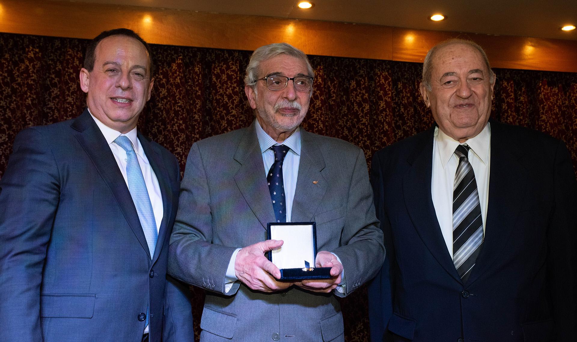 La medalla que recibió Enrique Paixao
