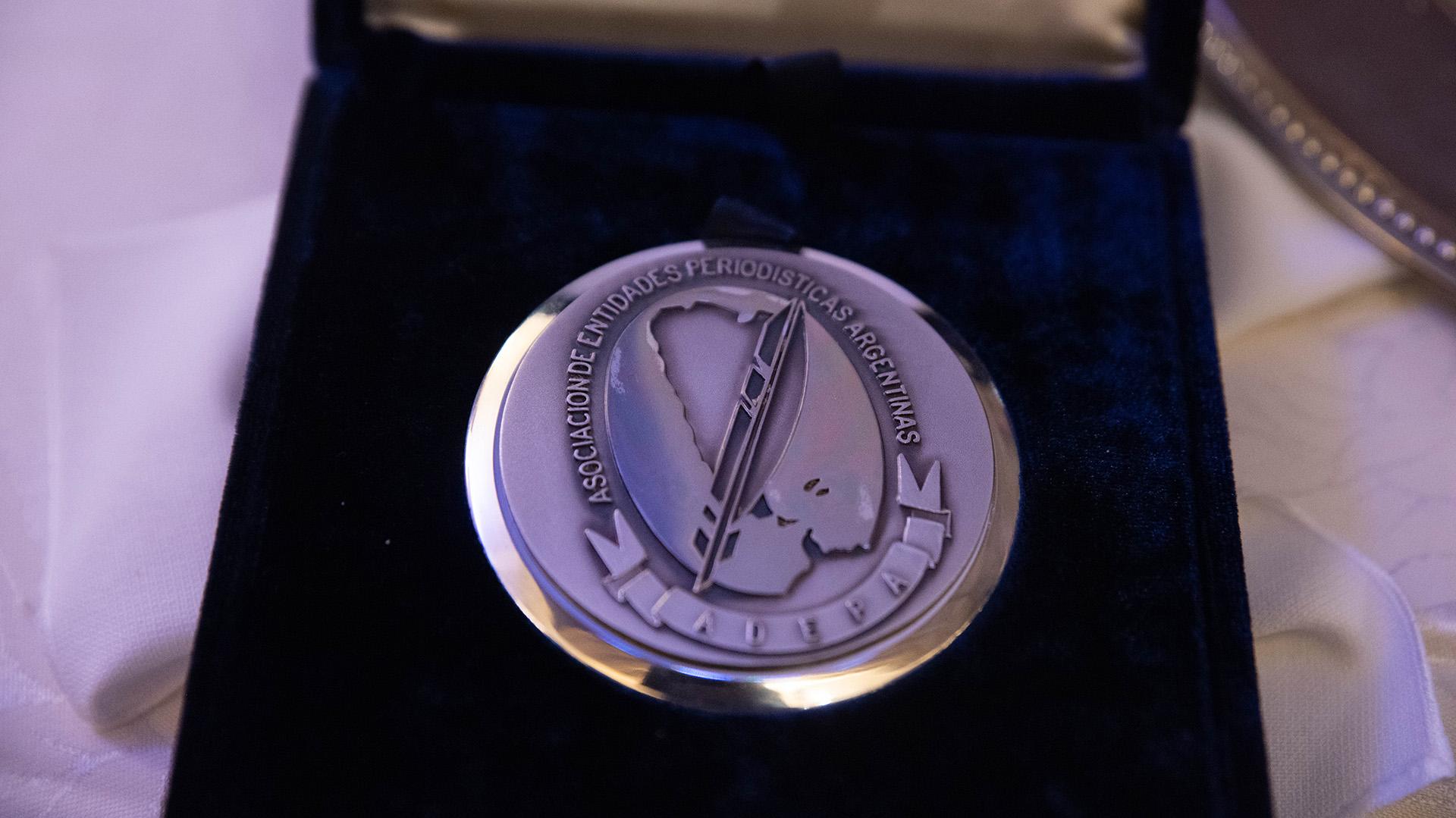 La medalla que recibieron los distinguidos