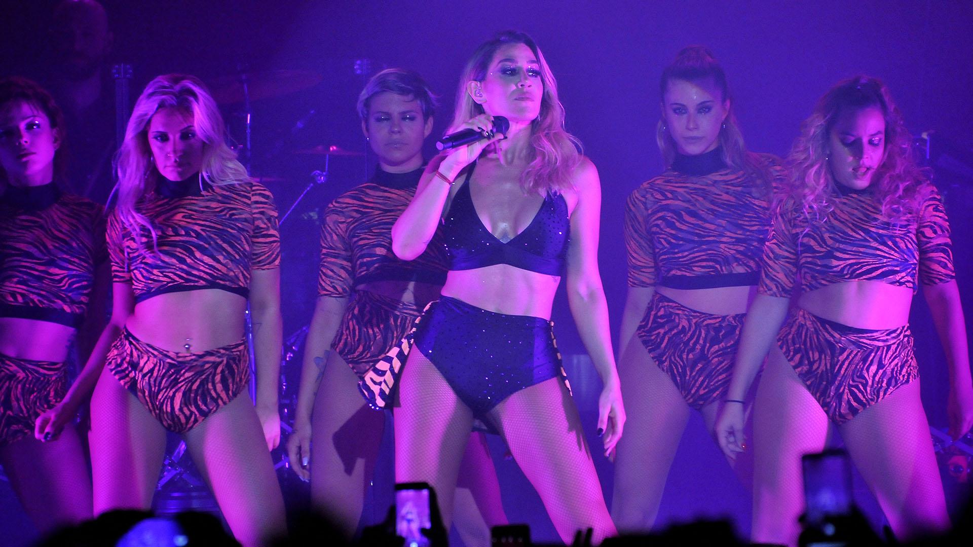 La cantante realizó varios cambios de vestuario a lo largo del show