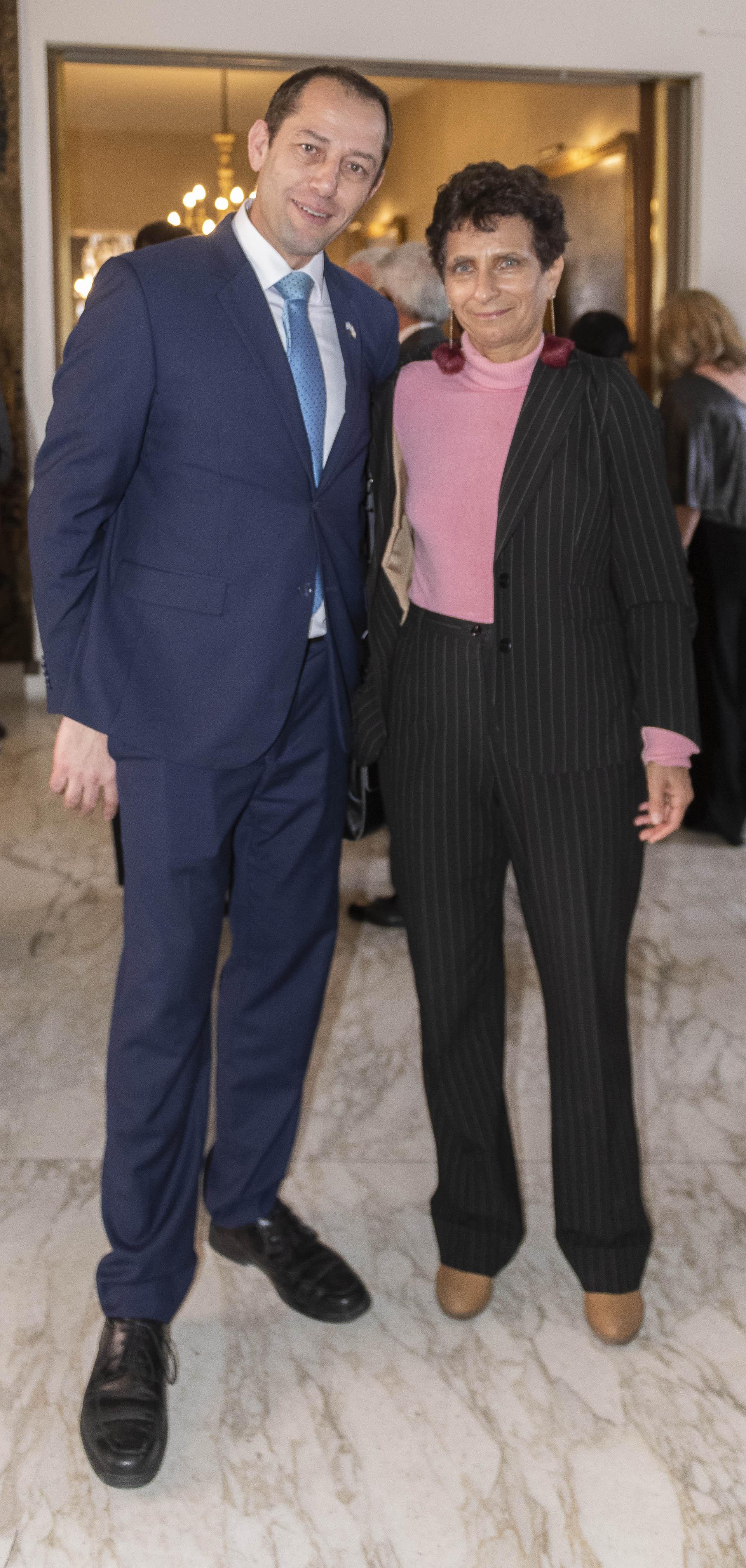 El ministro Consejero de la Embajada de Israel Ronen Krausz y la nueva embajadora de Israel en Argentina Galit Ronen