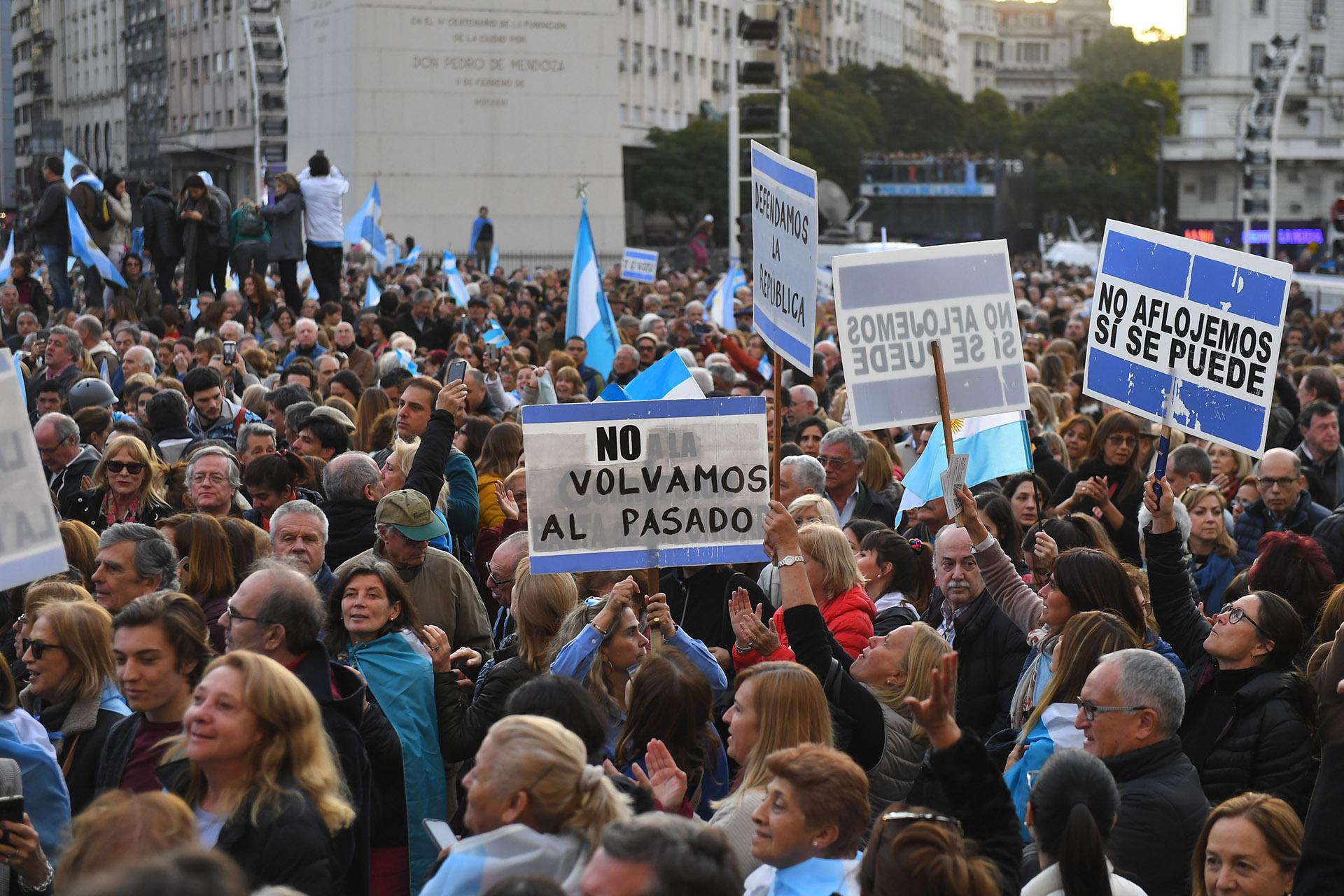 """El principal mensaje de los carteles: no volver al pasado y la tradicional consigna """"Sí se puede"""""""